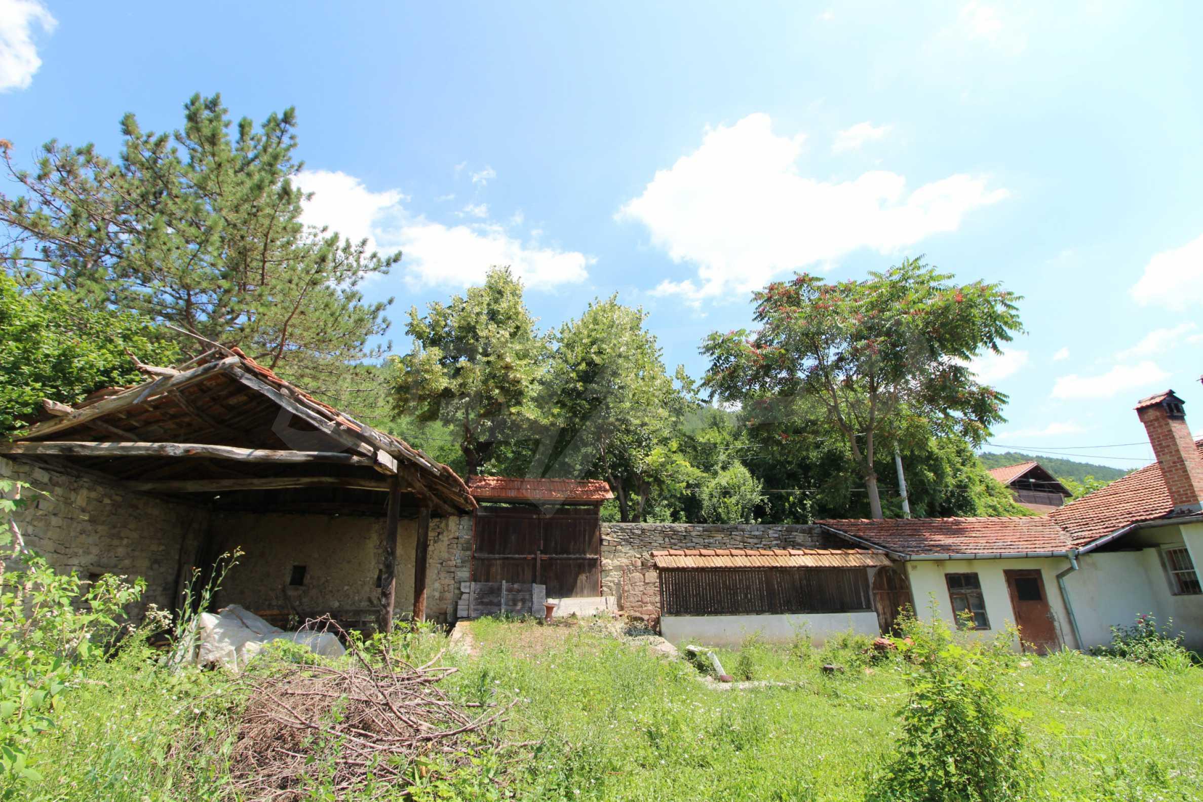 Голяма къща с механа на 6 км. от град  Велико Търново 2