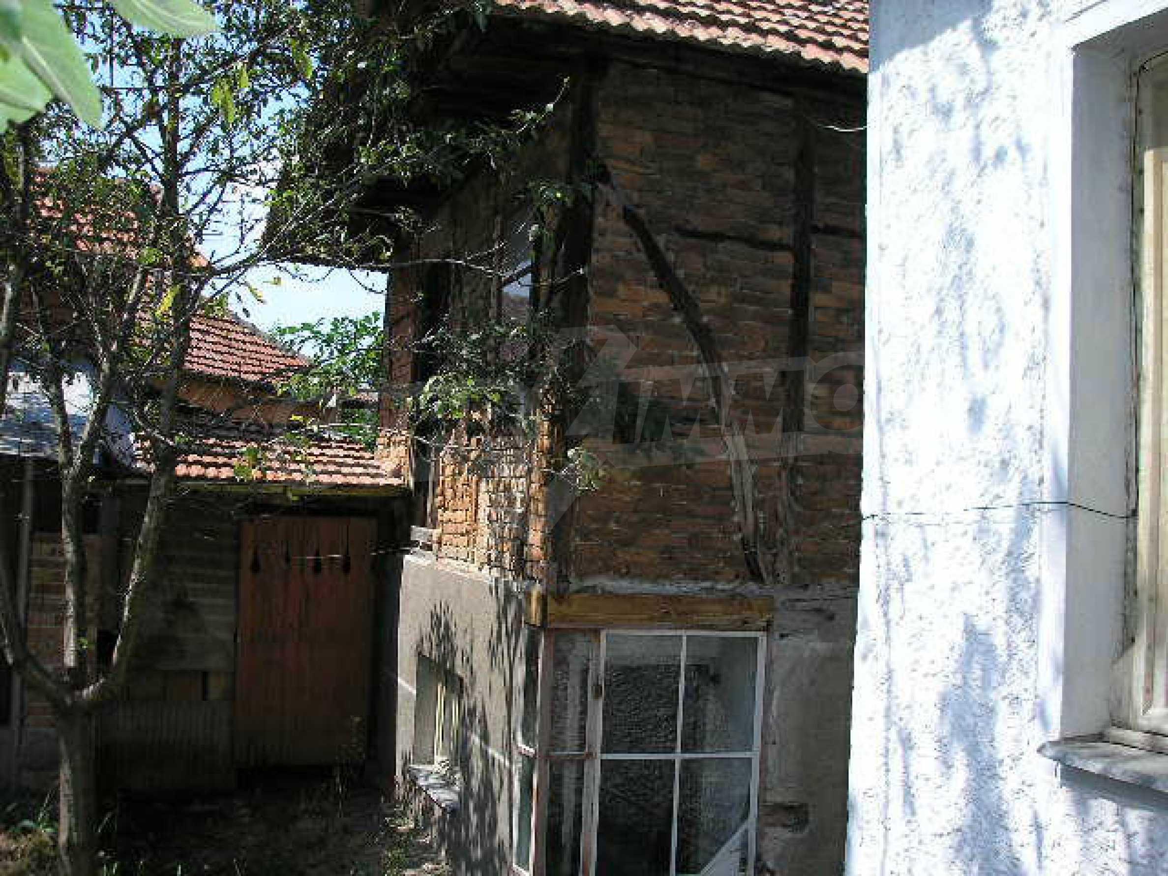 Двуетажна къща с двор в село на 28 км от град Ловеч  21
