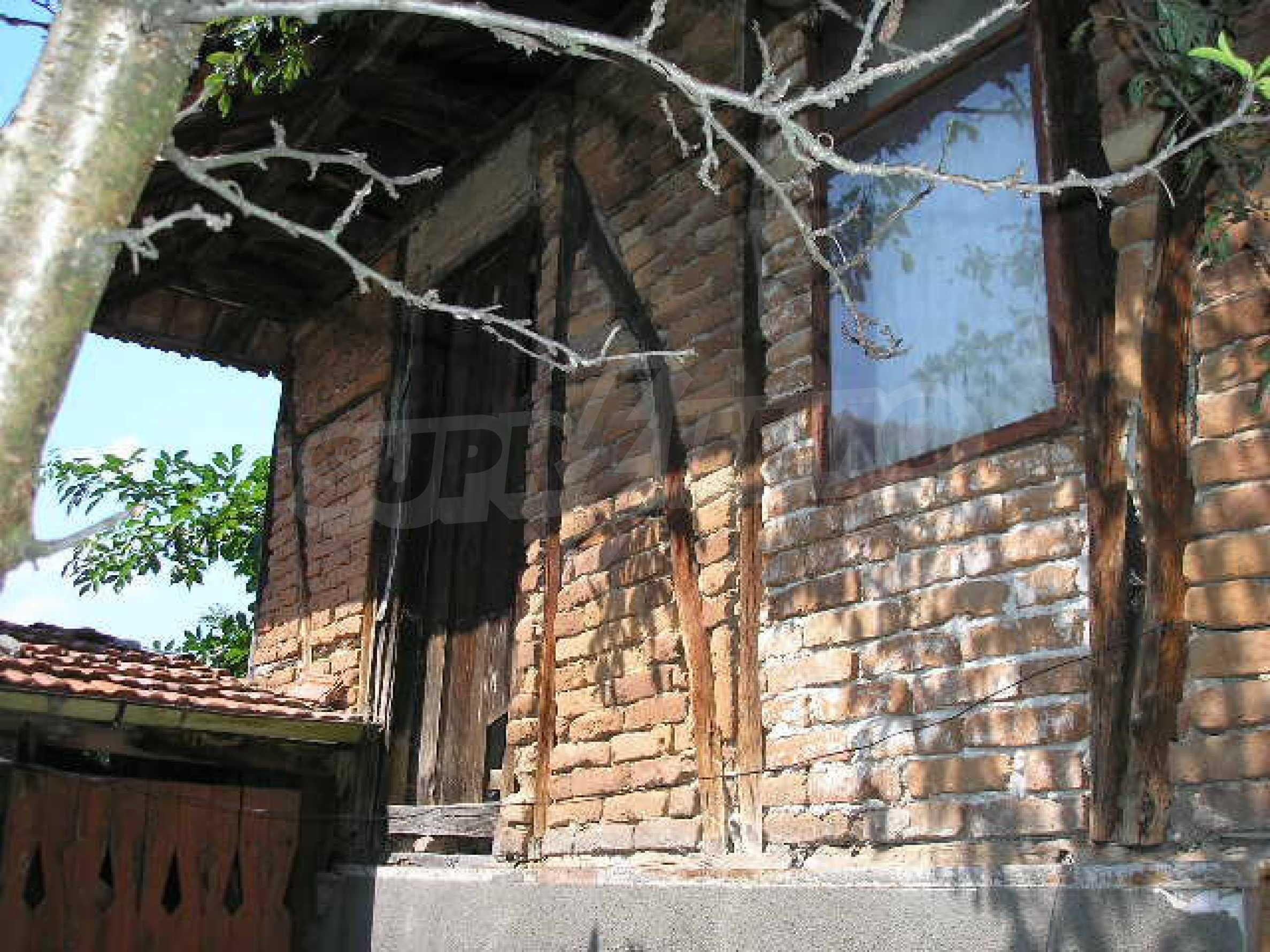 Двуетажна къща с двор в село на 28 км от град Ловеч  24