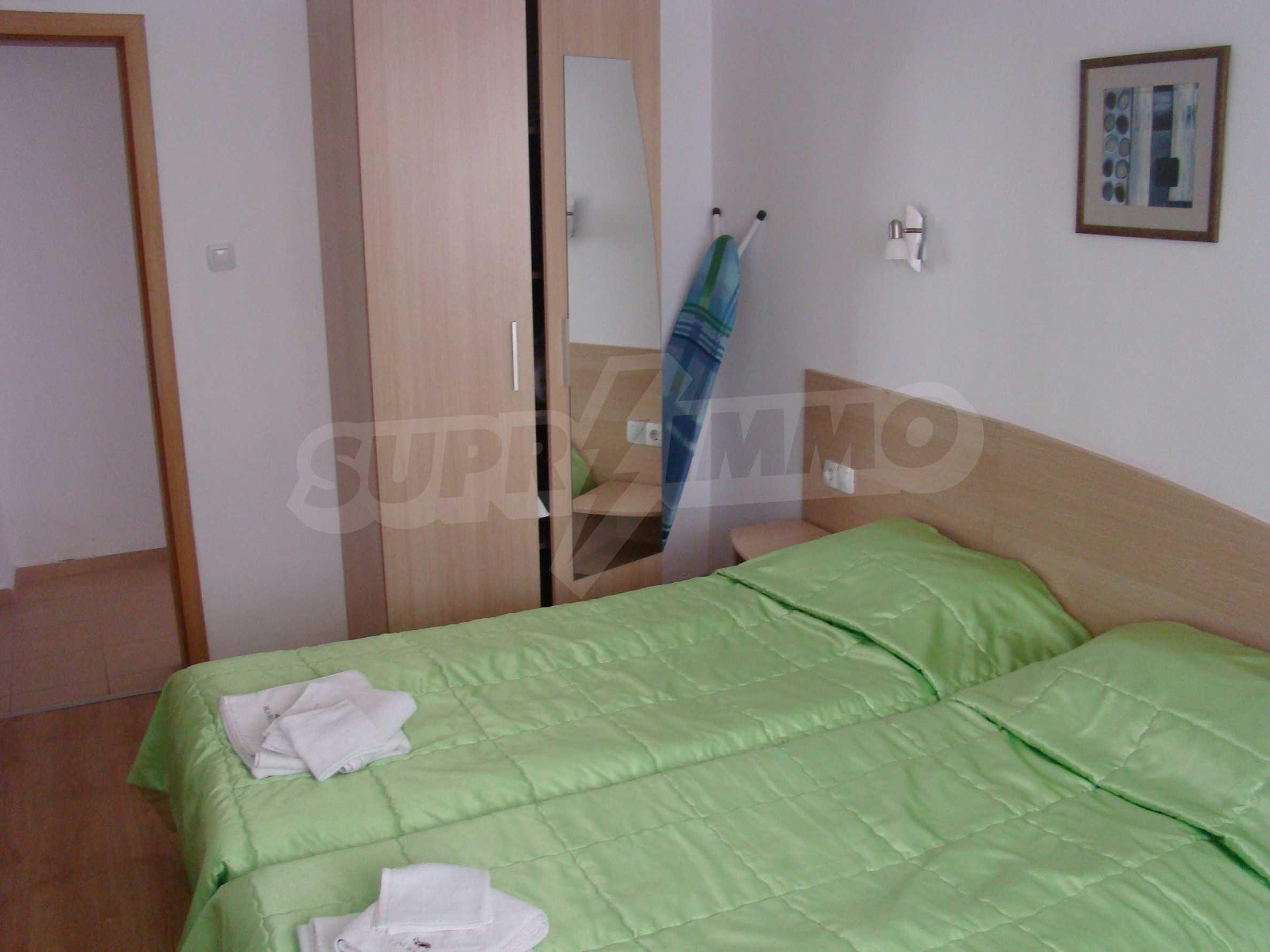 Тристаен апартамент в комплекс от затворен тип, Видинско 9