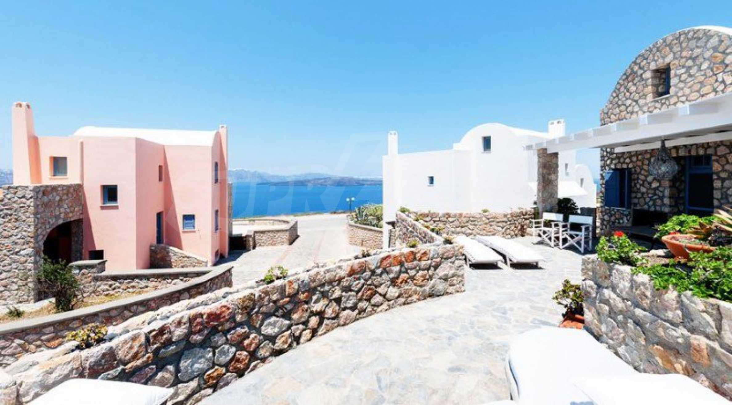 Първокласен имот до Белия плаж на остров Санторини 1