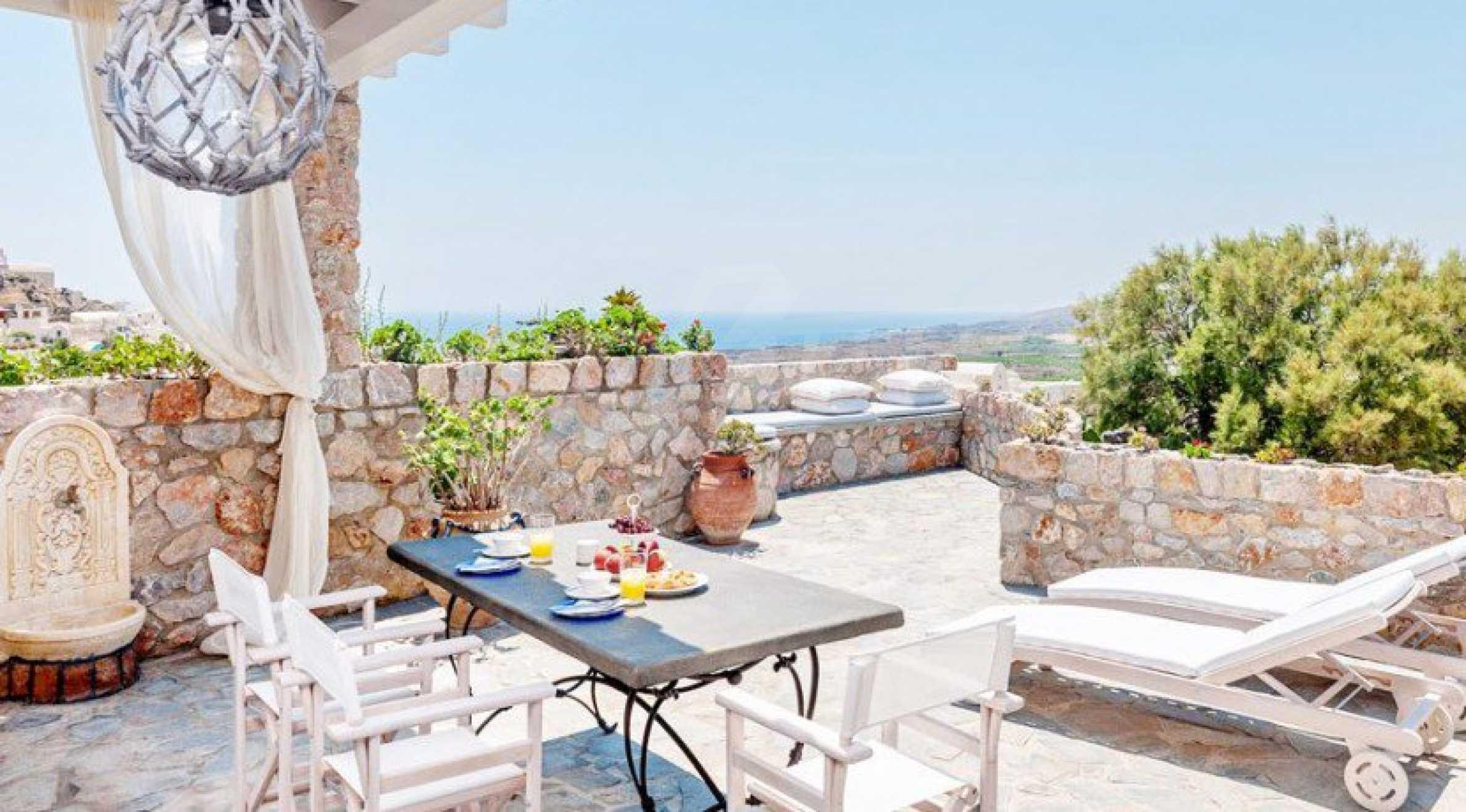 Първокласен имот до Белия плаж на остров Санторини 2