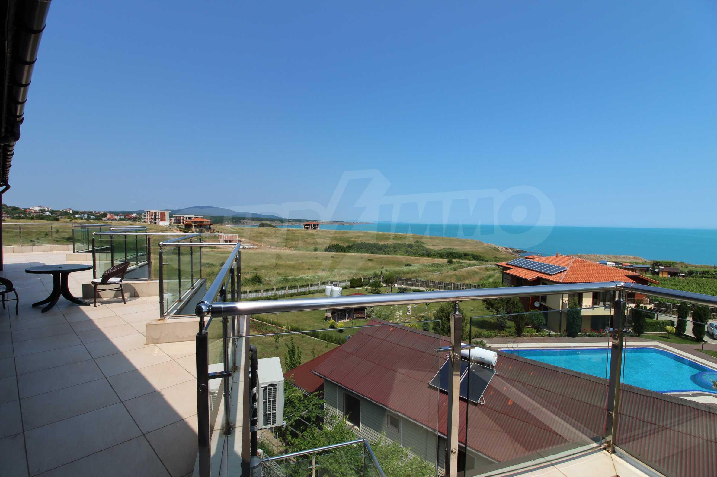 Модерен жилищен комплекс на самия бряг на морето в Синеморец 9