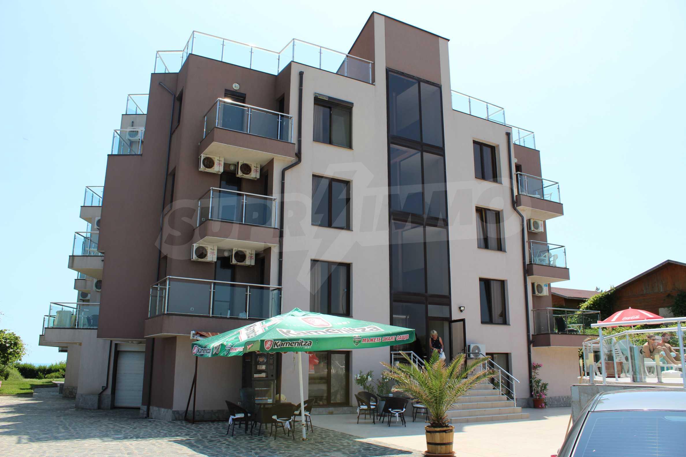 Модерен жилищен комплекс на самия бряг на морето в Синеморец 3