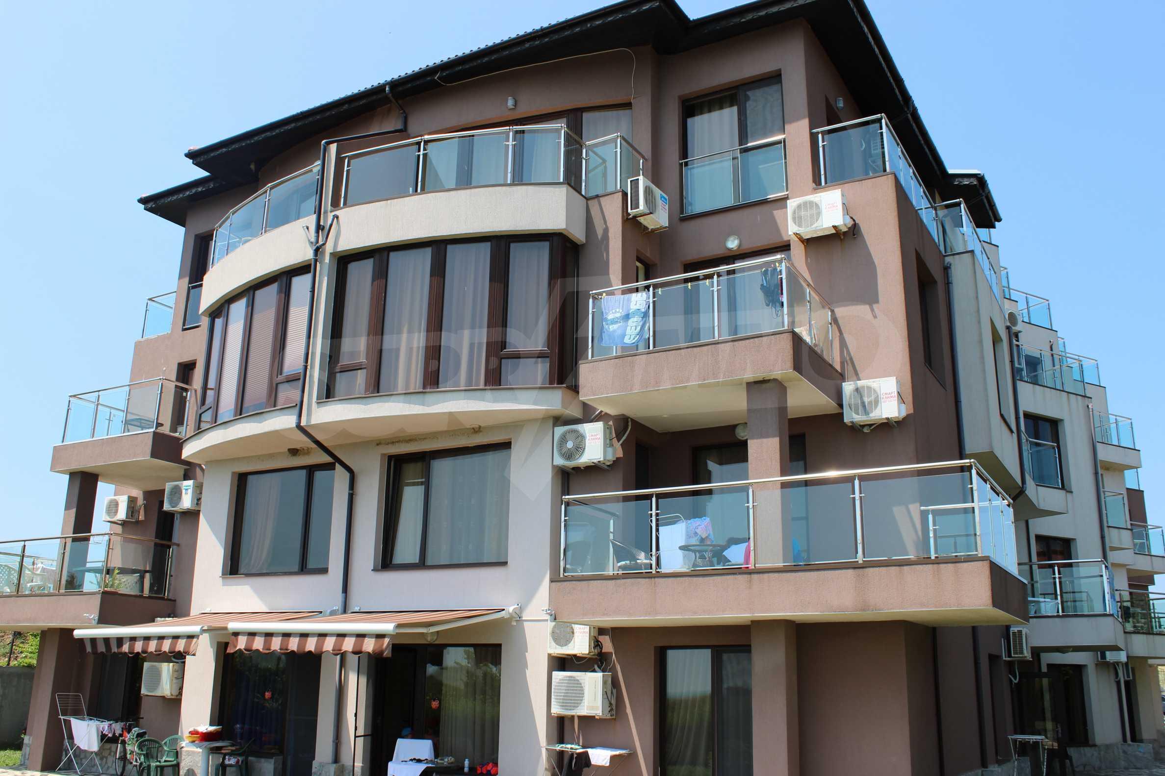 Модерен жилищен комплекс на самия бряг на морето в Синеморец 4