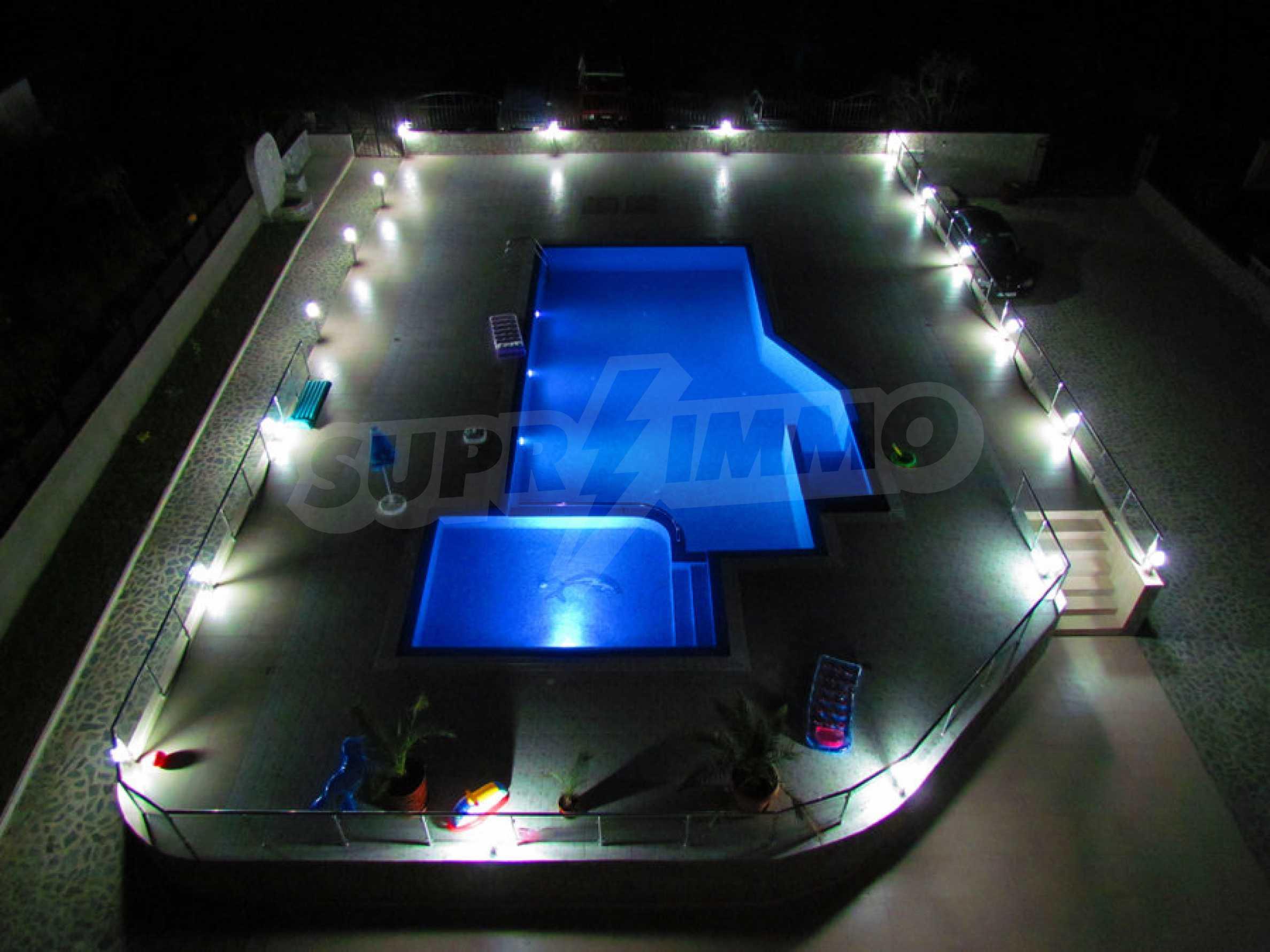 Модерен жилищен комплекс на самия бряг на морето в Синеморец 6
