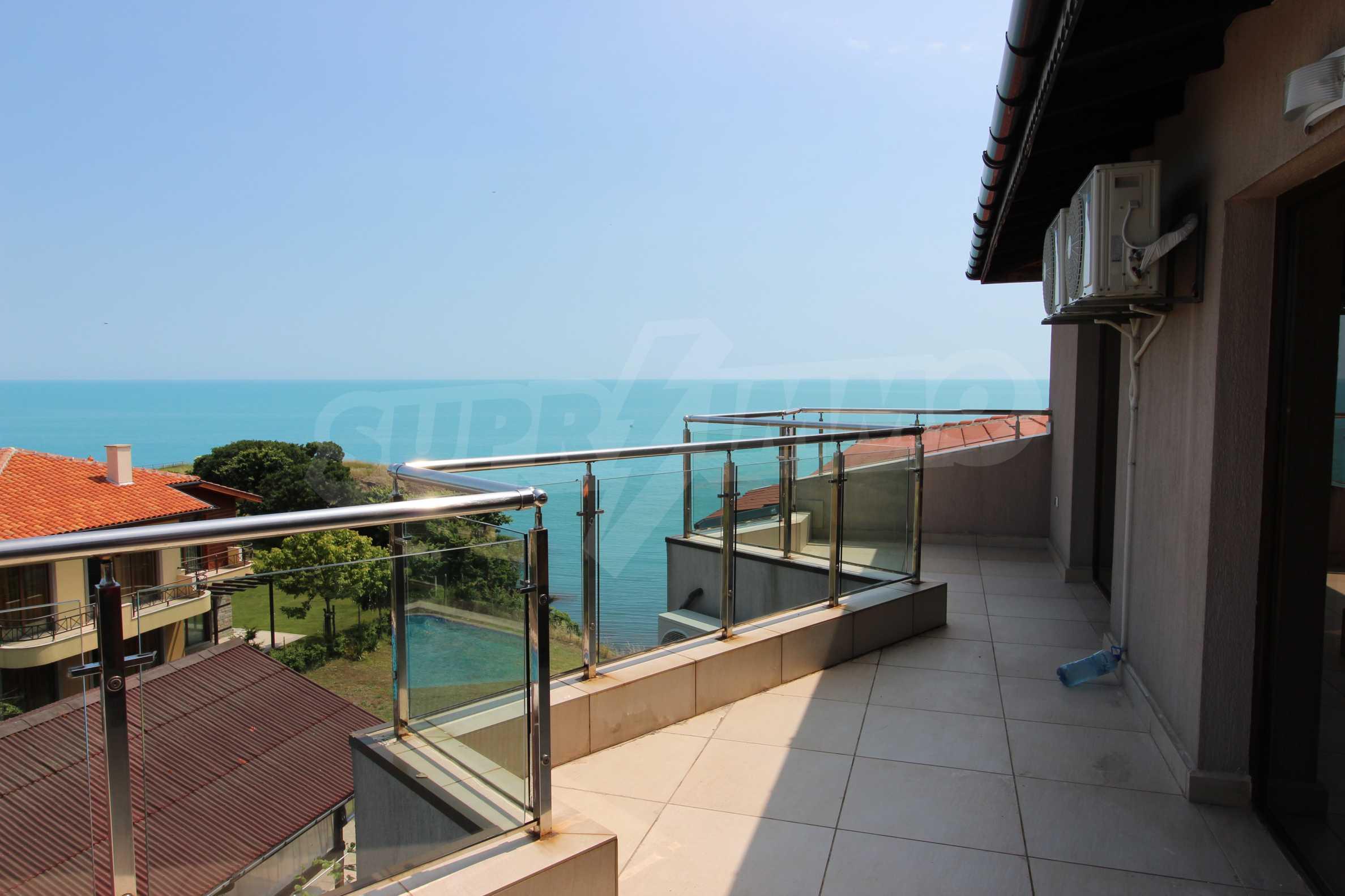 Модерен жилищен комплекс на самия бряг на морето в Синеморец 7
