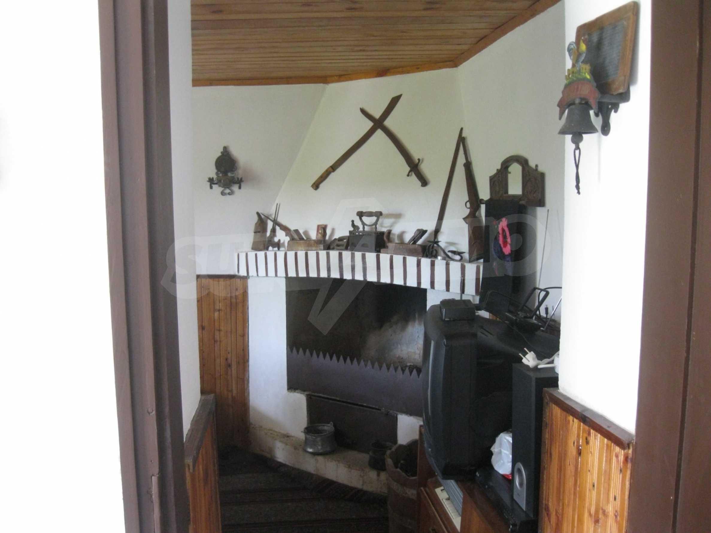 Обзаведена голяма двуетажна къща в село на 9 км от Габрово 28