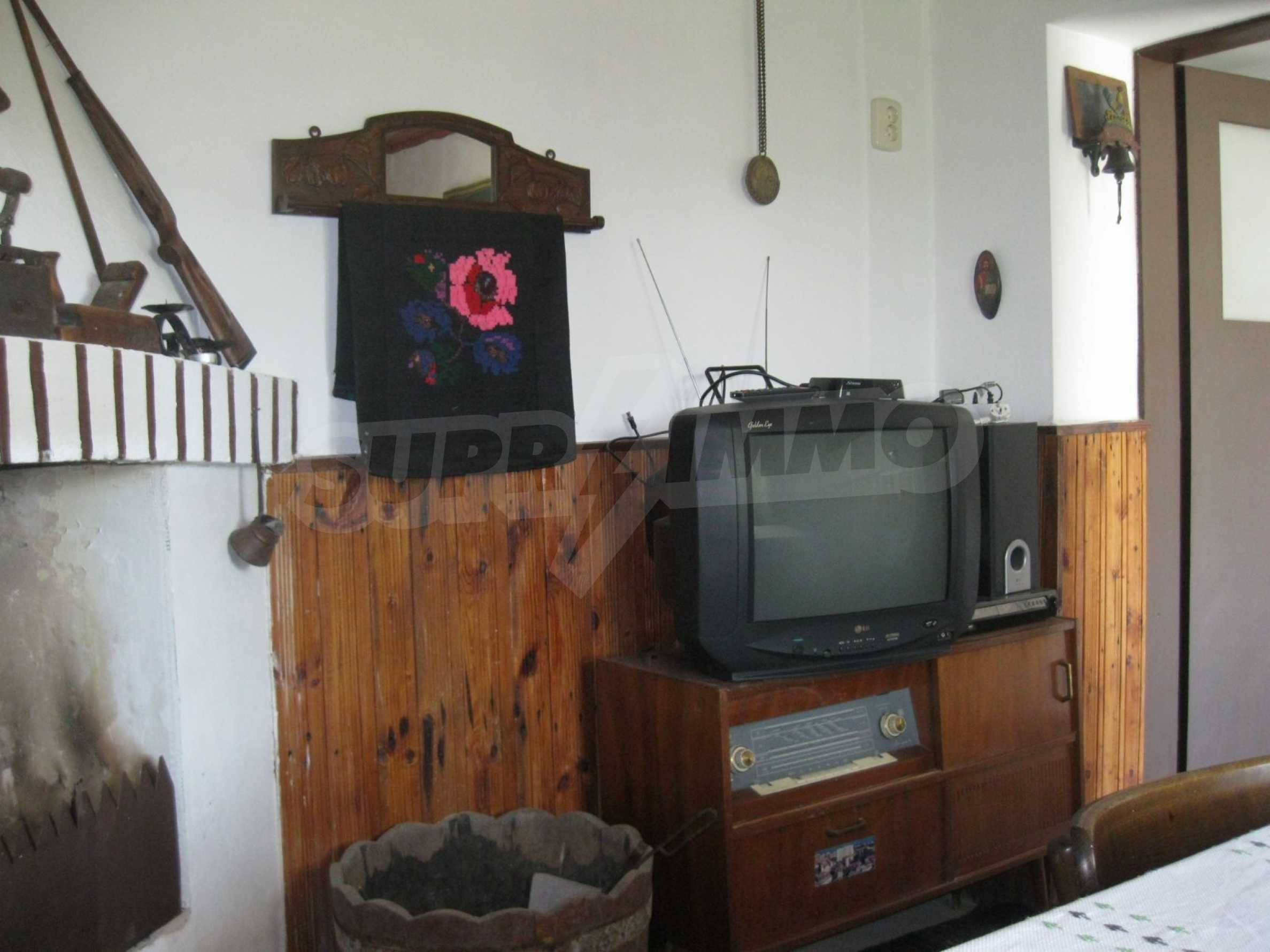 Обзаведена голяма двуетажна къща в село на 9 км от Габрово 29