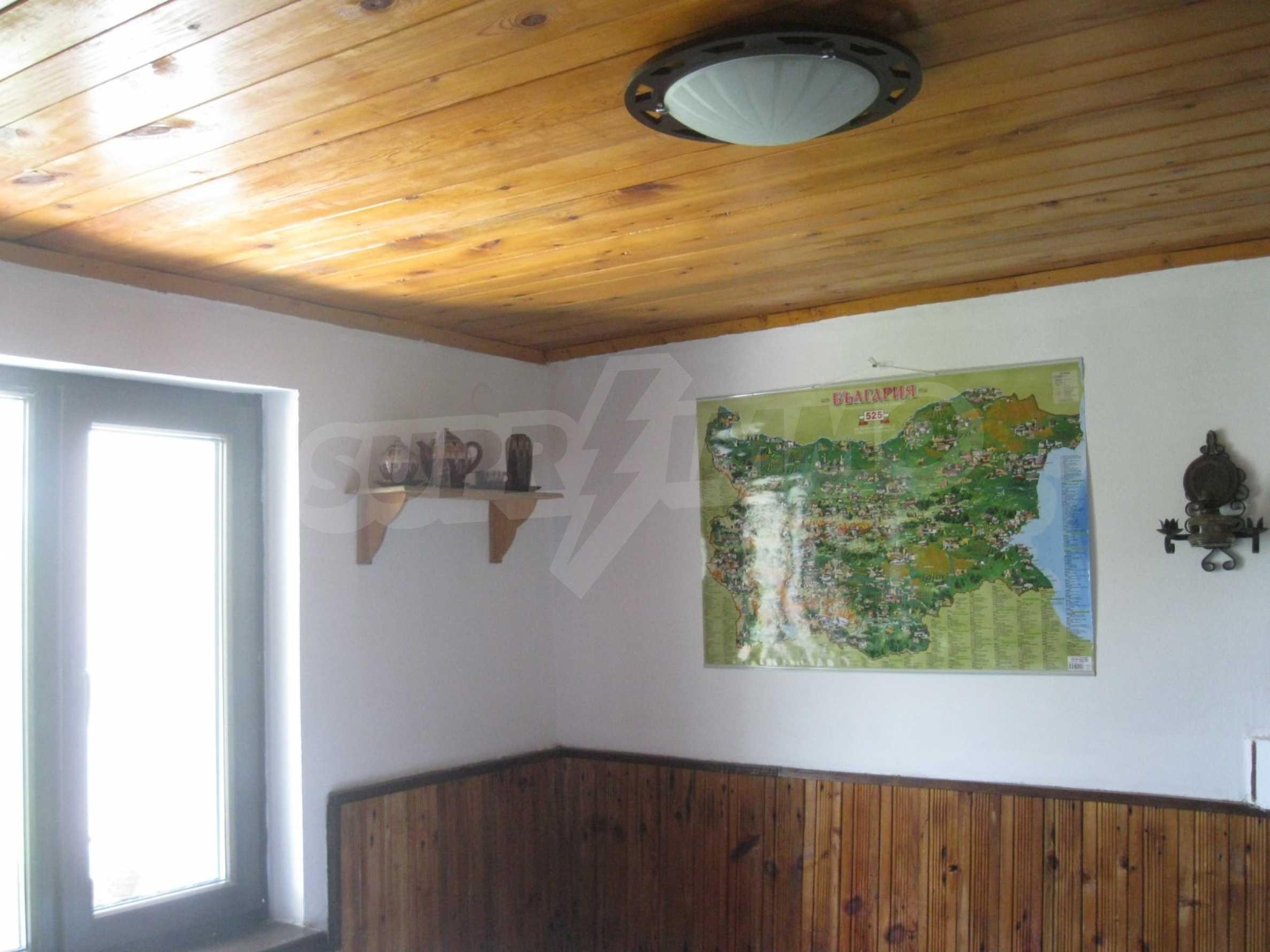 Обзаведена голяма двуетажна къща в село на 9 км от Габрово 31