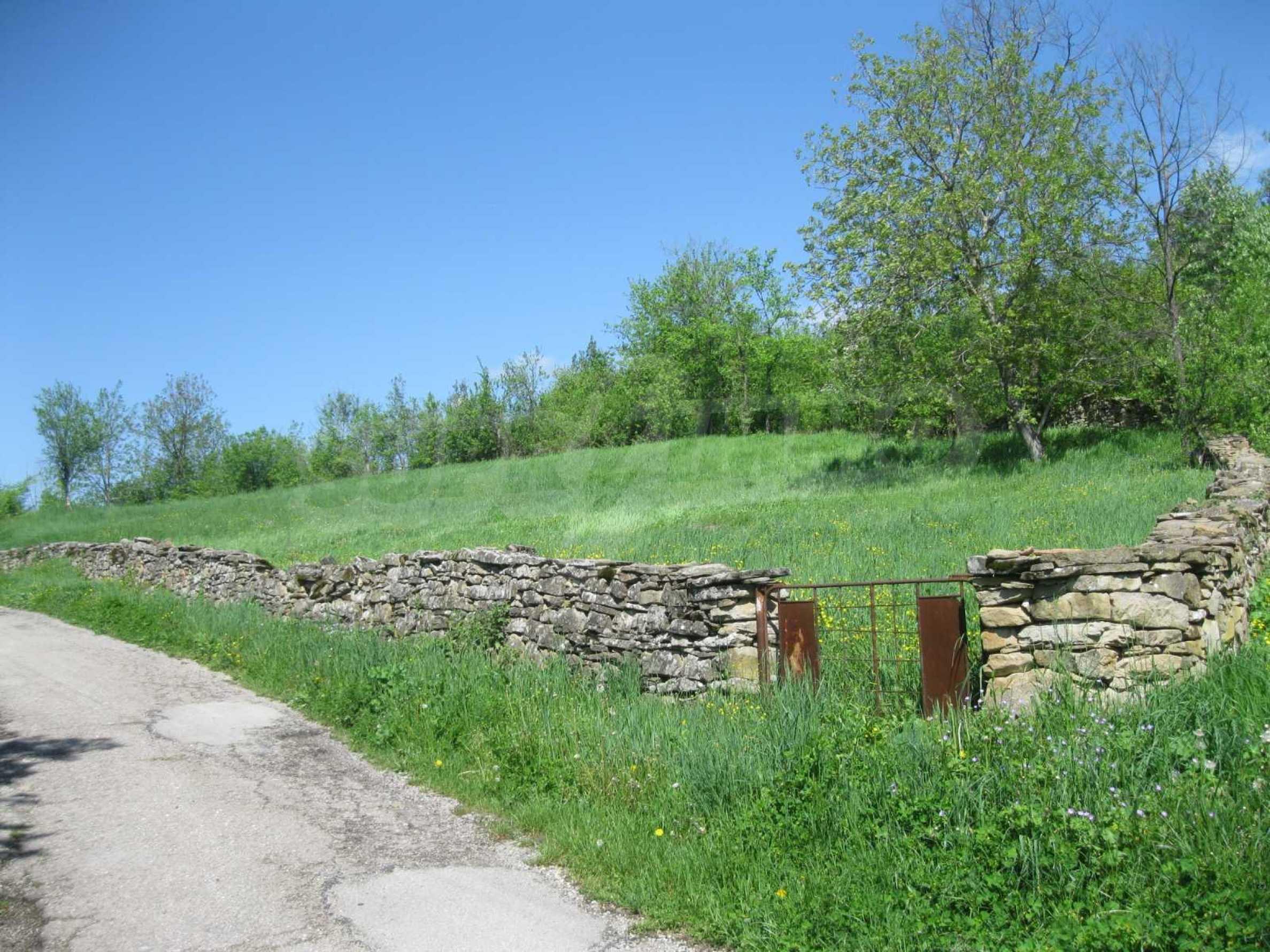 Обзаведена голяма двуетажна къща в село на 9 км от Габрово 3