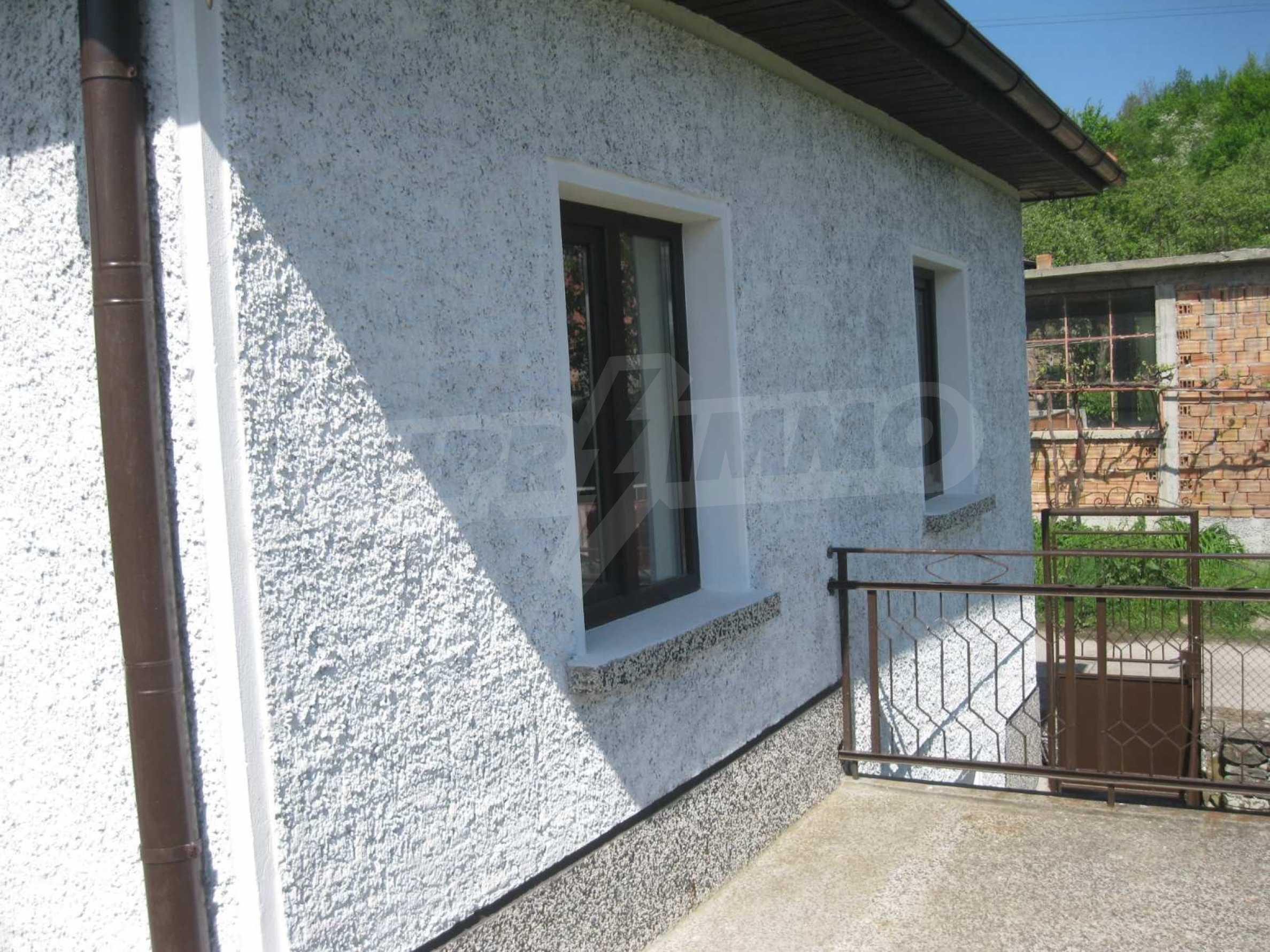 Обзаведена голяма двуетажна къща в село на 9 км от Габрово 41