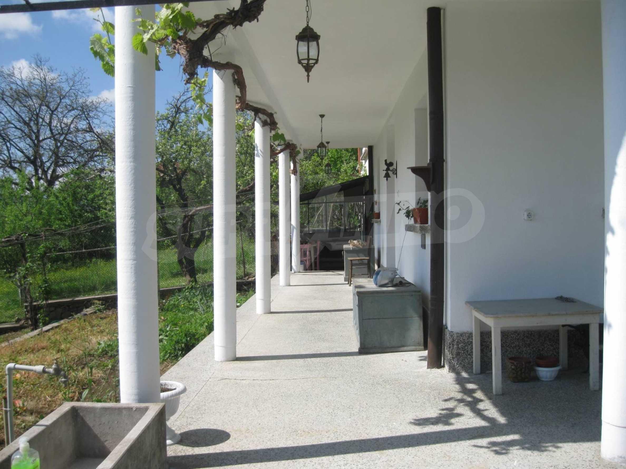 Обзаведена голяма двуетажна къща в село на 9 км от Габрово 43