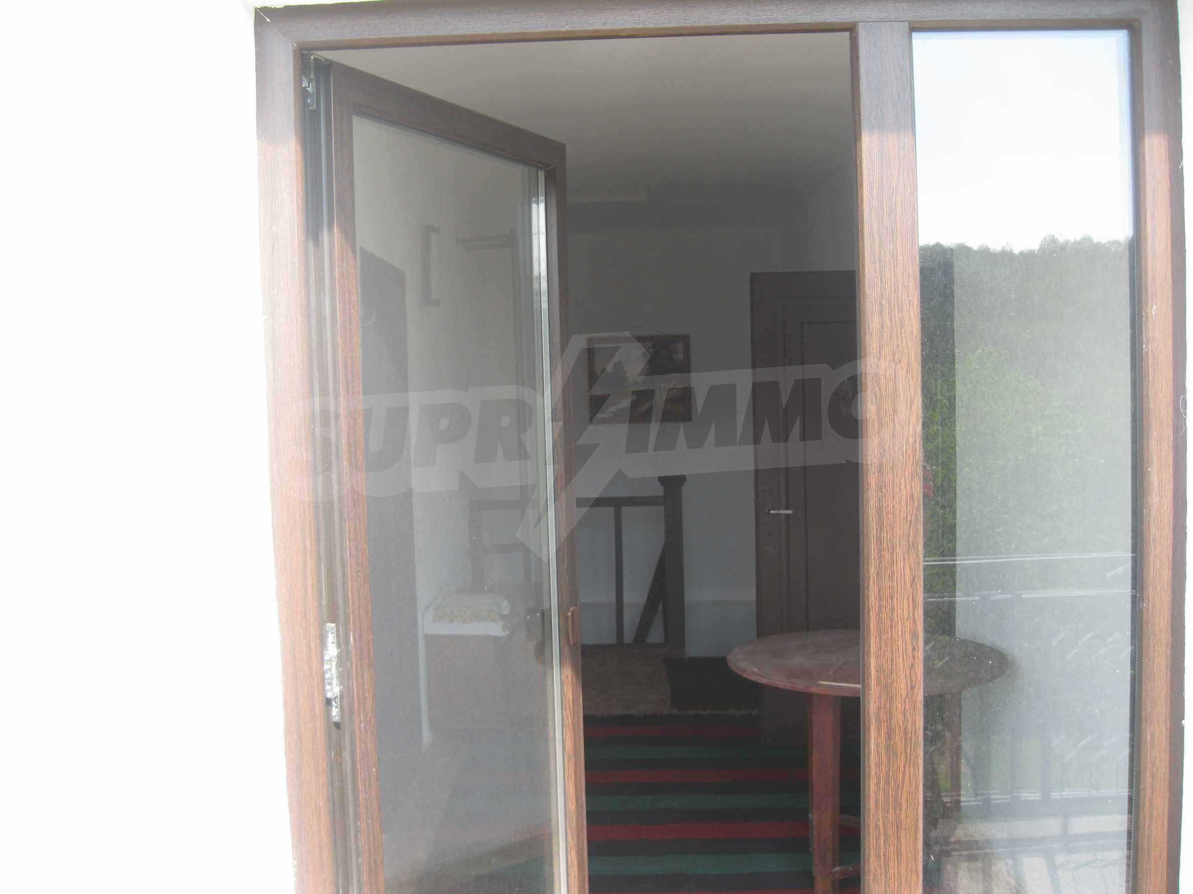 Обзаведена голяма двуетажна къща в село на 9 км от Габрово 48