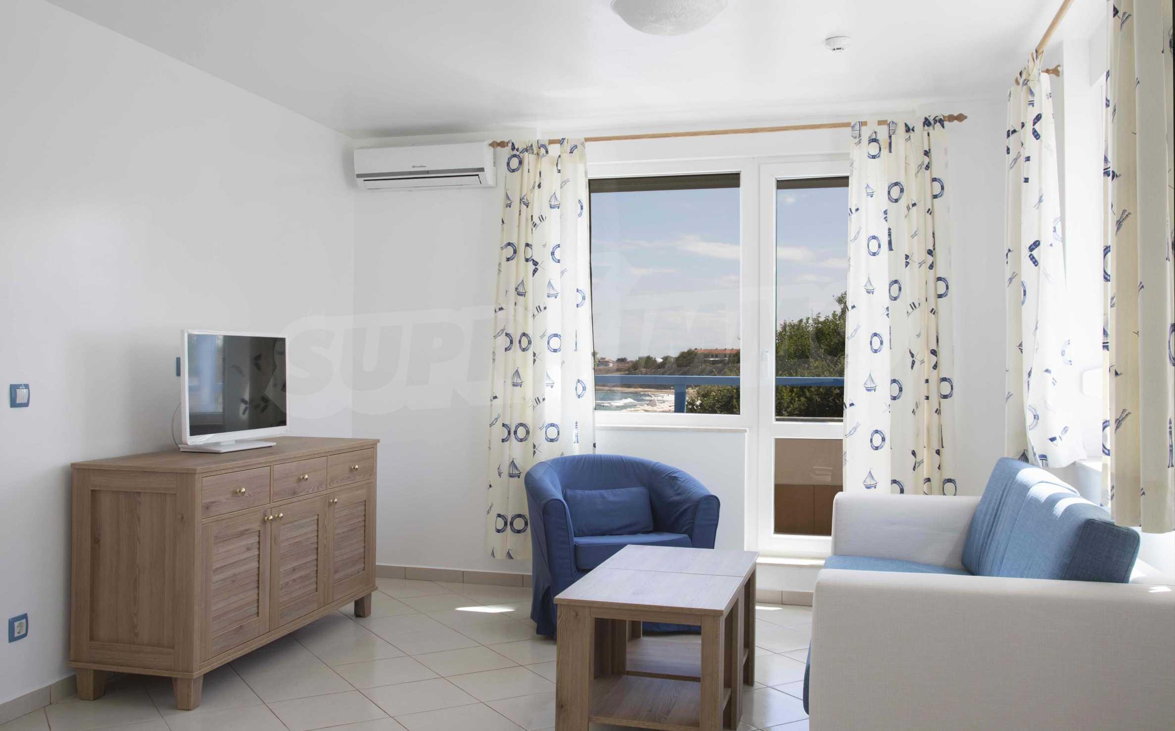 Стилен жилищен комплекс в непосредствена близост до плажа в Лозенец 12