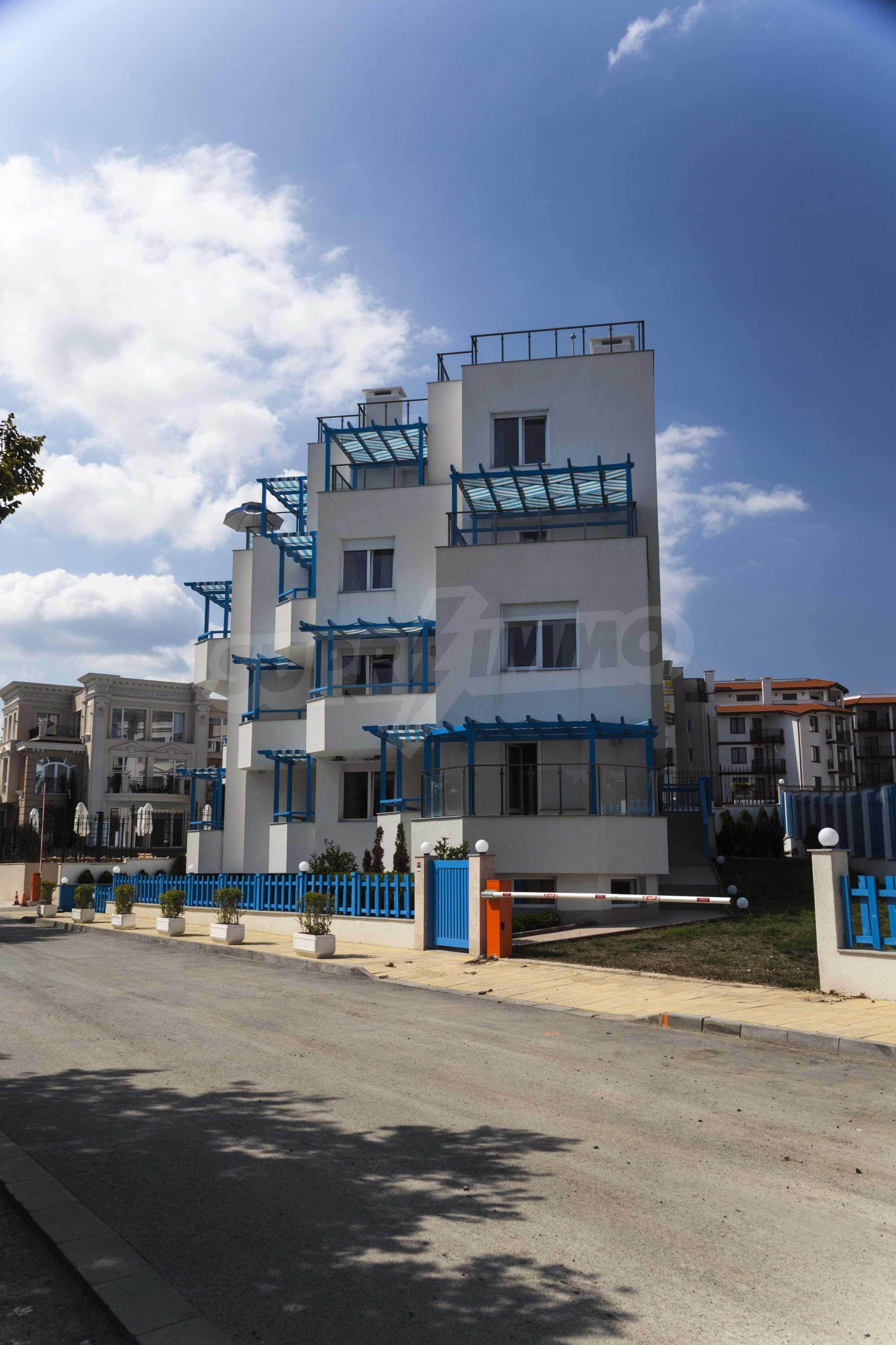 Стилен жилищен комплекс в непосредствена близост до плажа в Лозенец 3