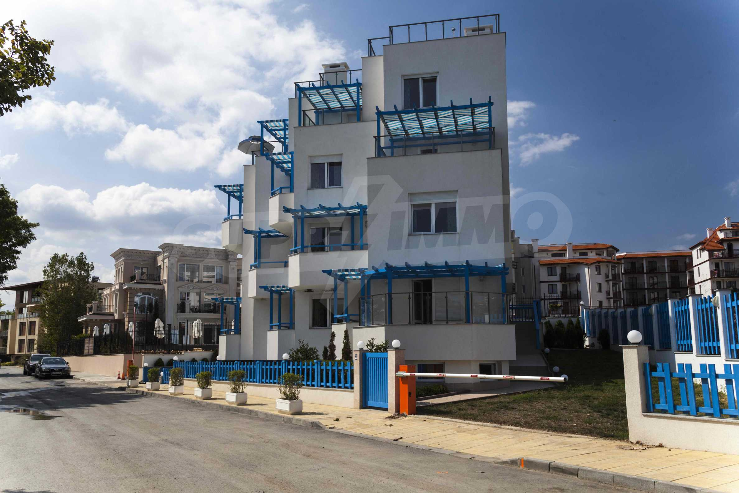Стилен жилищен комплекс в непосредствена близост до плажа в Лозенец 4