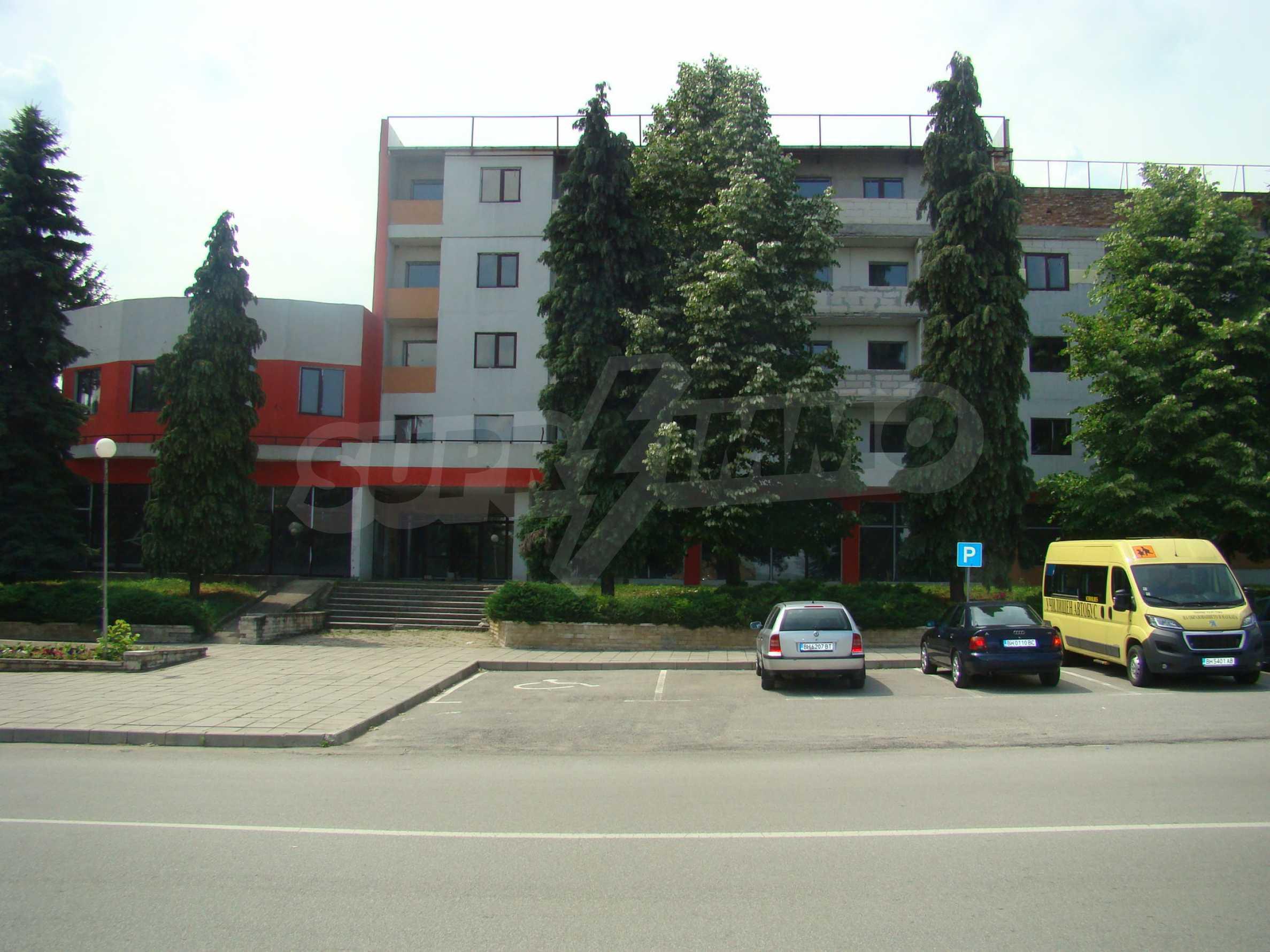 Сграда за инвестиция в центъра на град Кула