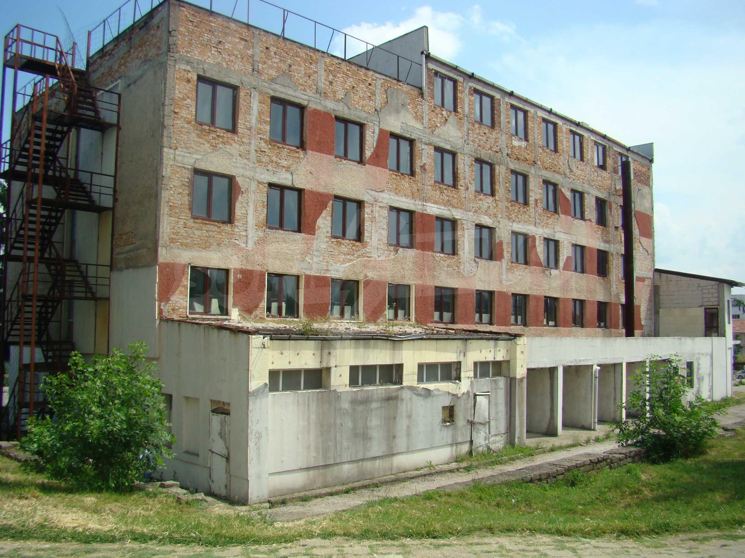 Сграда за инвестиция в центъра на град Кула 3