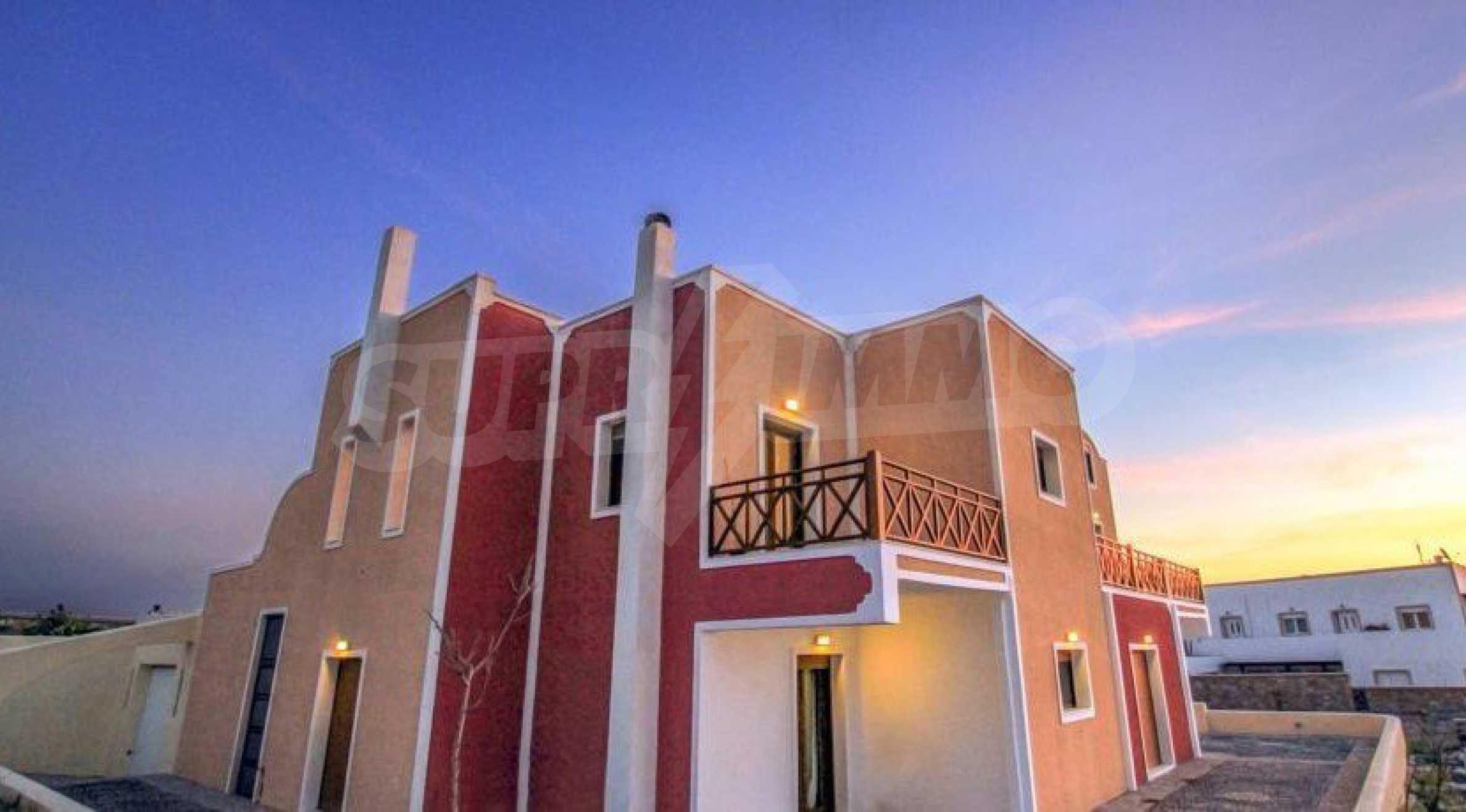 Двуетажна резиденция с открит басейн и изглед към Егейско 15