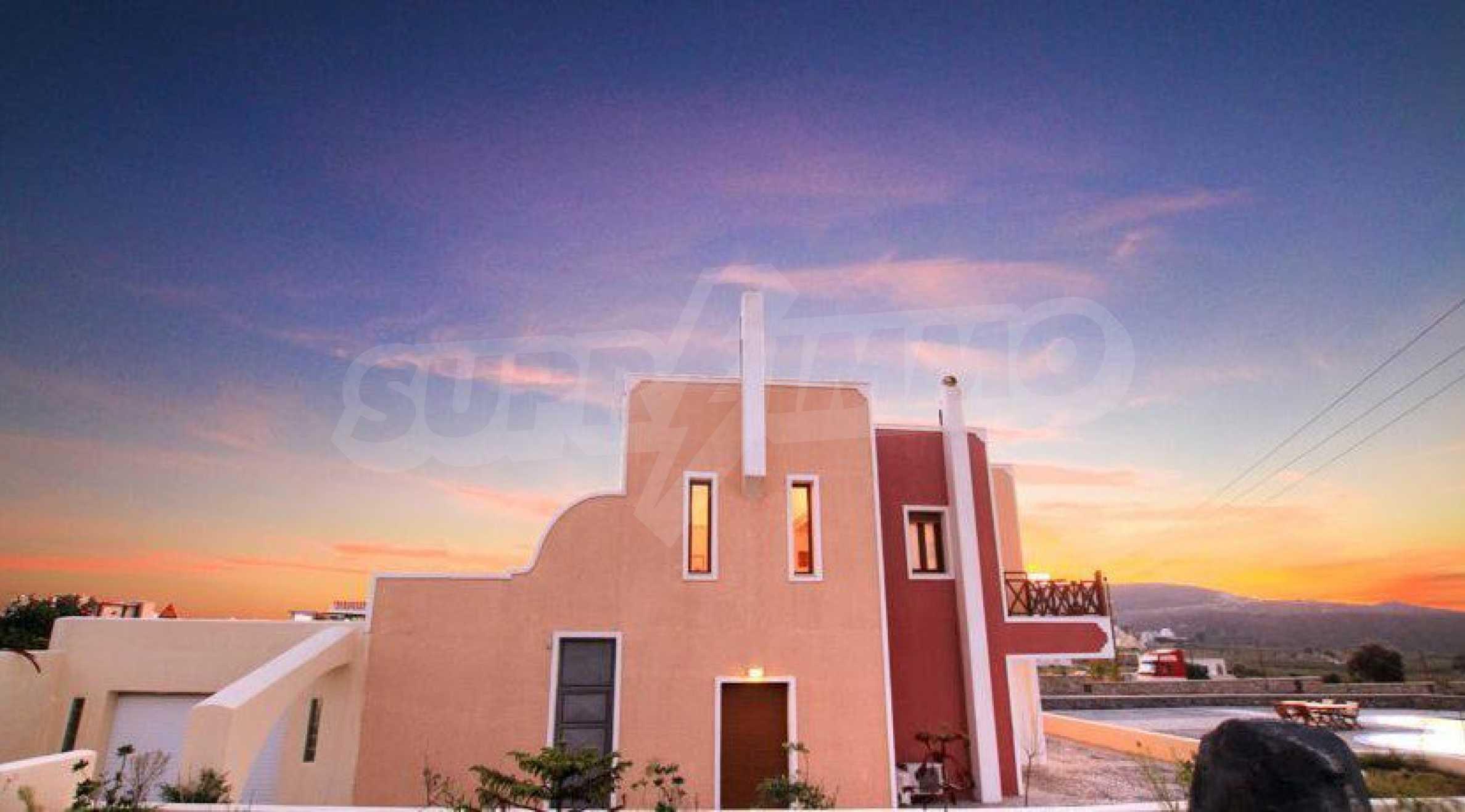 Двуетажна резиденция с открит басейн и изглед към Егейско 16