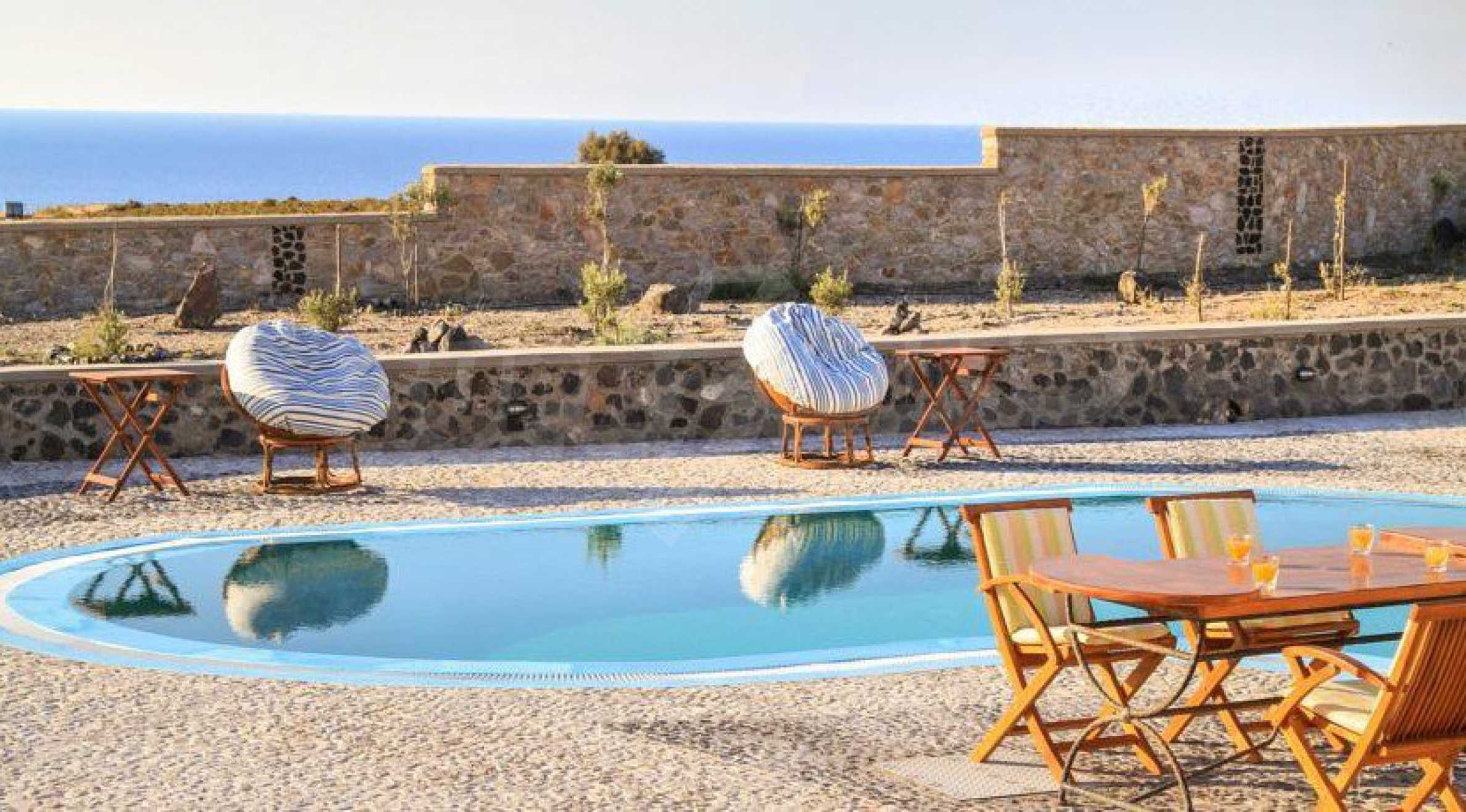 Двуетажна резиденция с открит басейн и изглед към Егейско 4