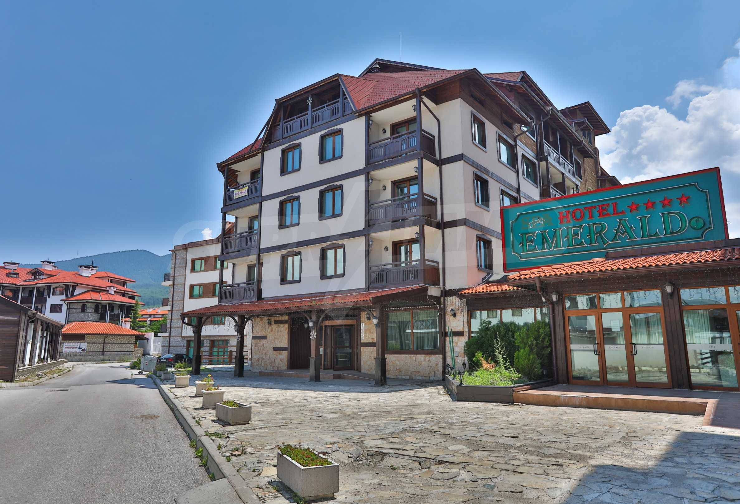 Просторен тристаен апартамент, намиращ се в комплекс Емералд в Банско