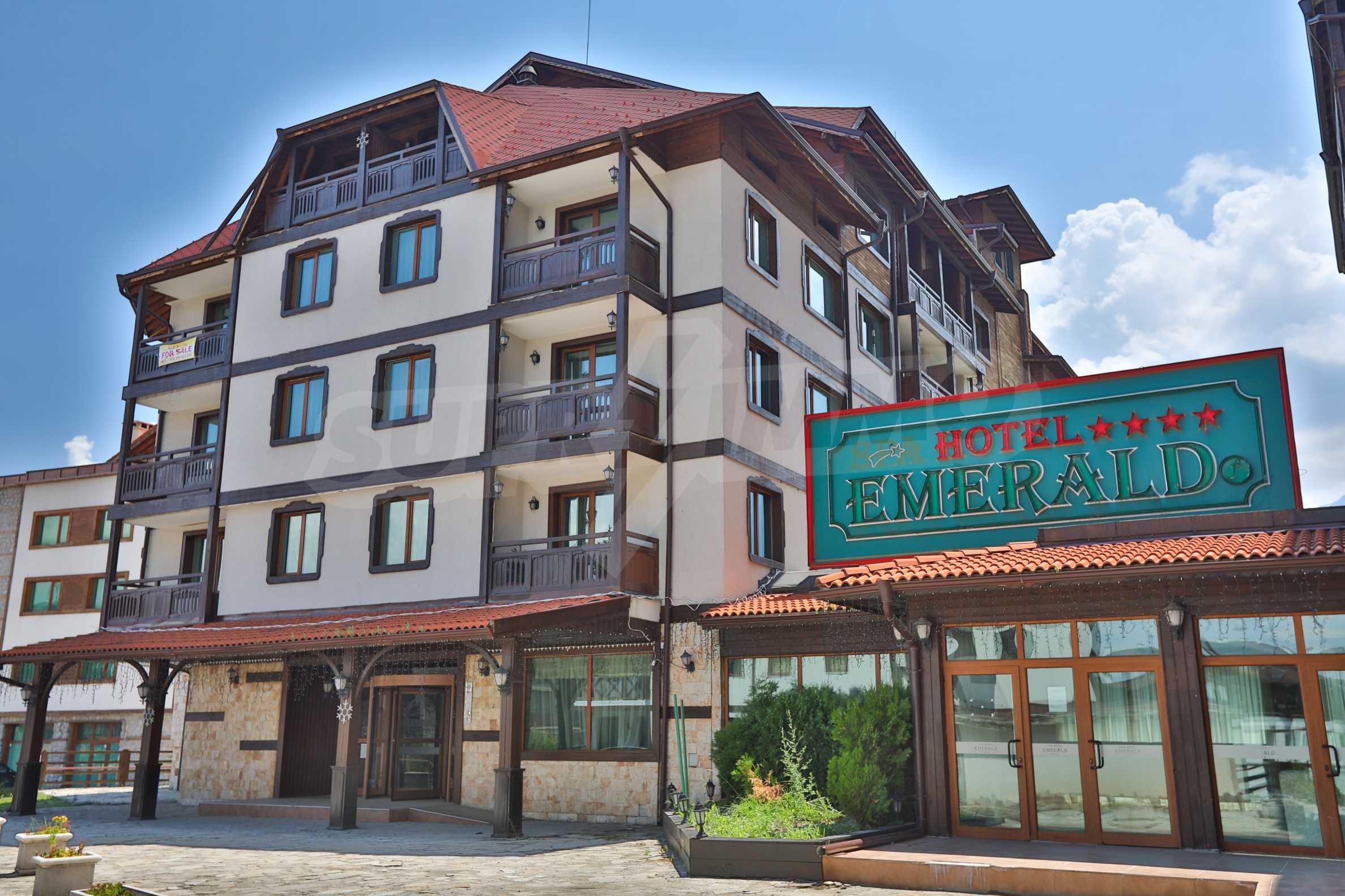 Просторен тристаен апартамент, намиращ се в комплекс Емералд в Банско 1