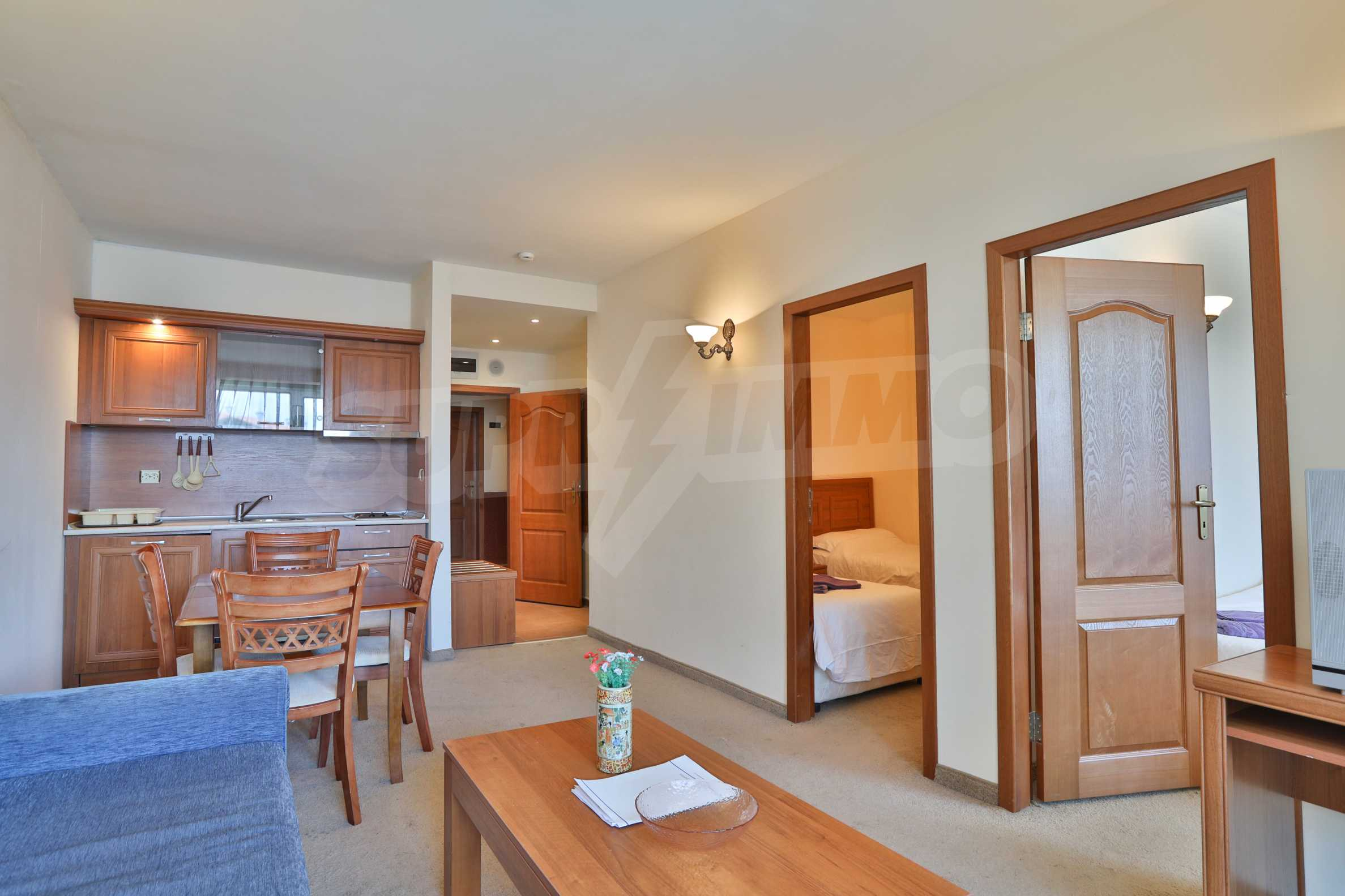 Просторен тристаен апартамент, намиращ се в комплекс Емералд в Банско 3