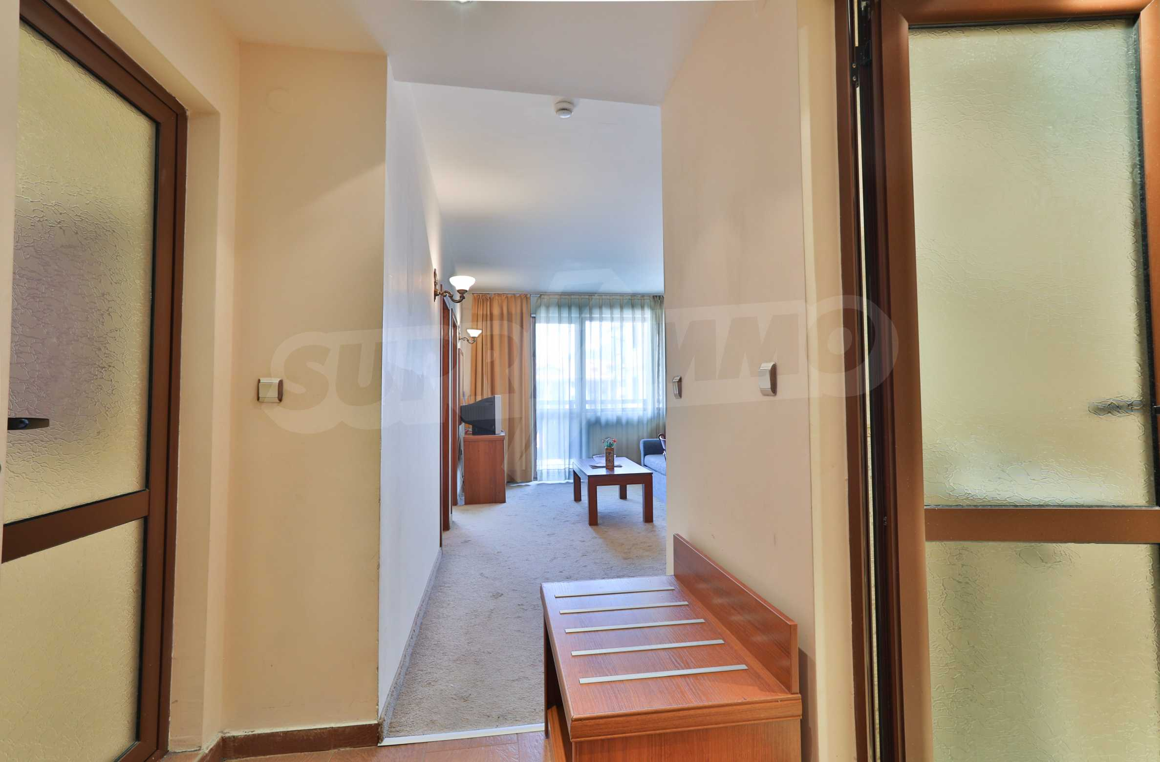 Просторен тристаен апартамент, намиращ се в комплекс Емералд в Банско 8