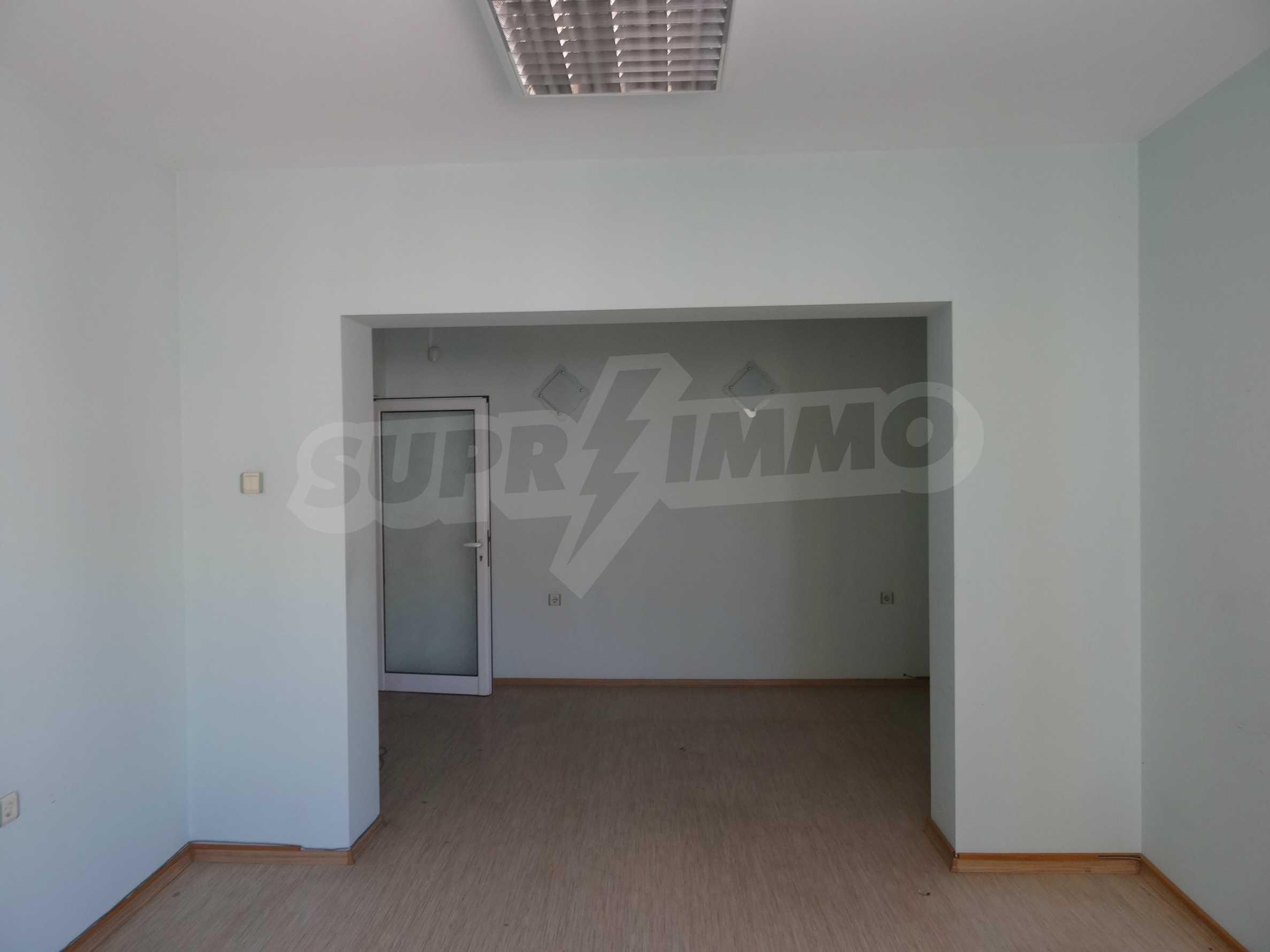 Апартамент/офис в идеален център на самата пешеходна улица Княз Борис I 11