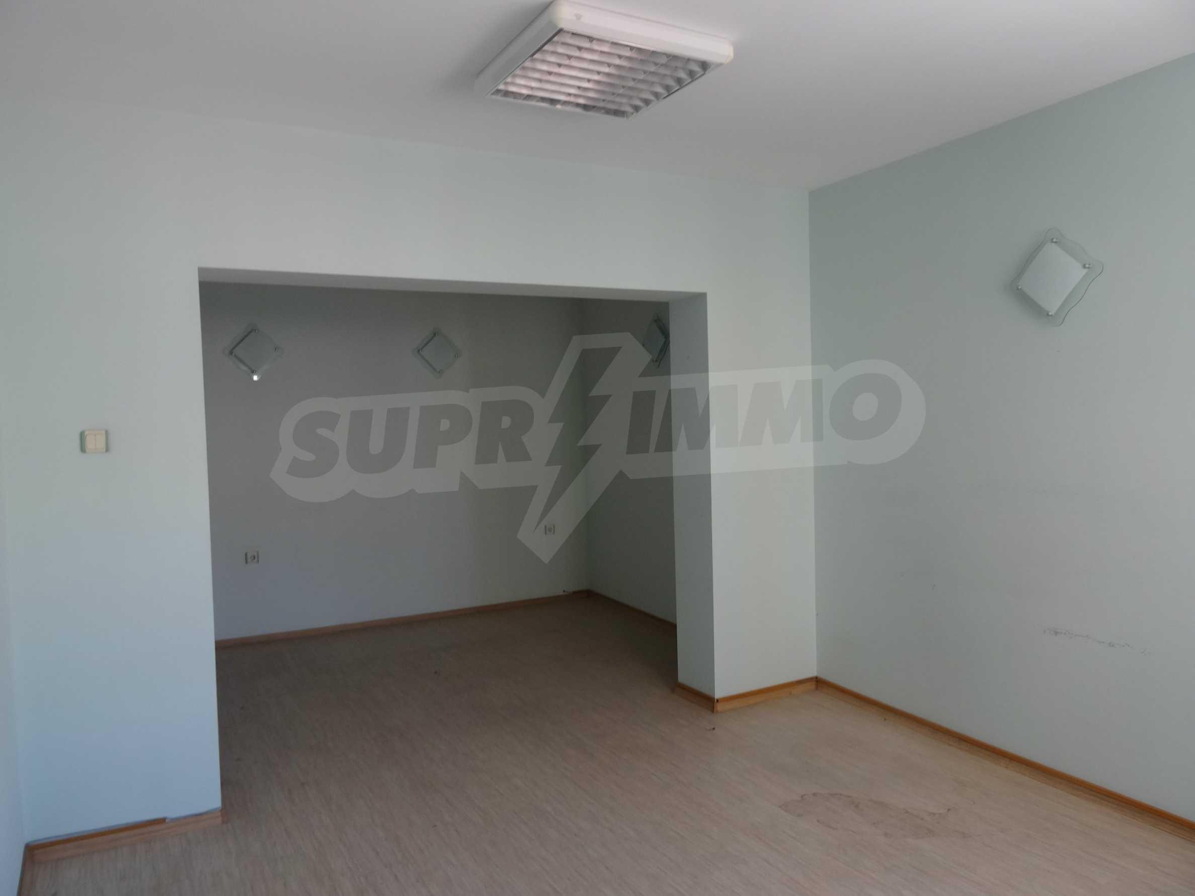 Апартамент/офис в идеален център на самата пешеходна улица Княз Борис I 12