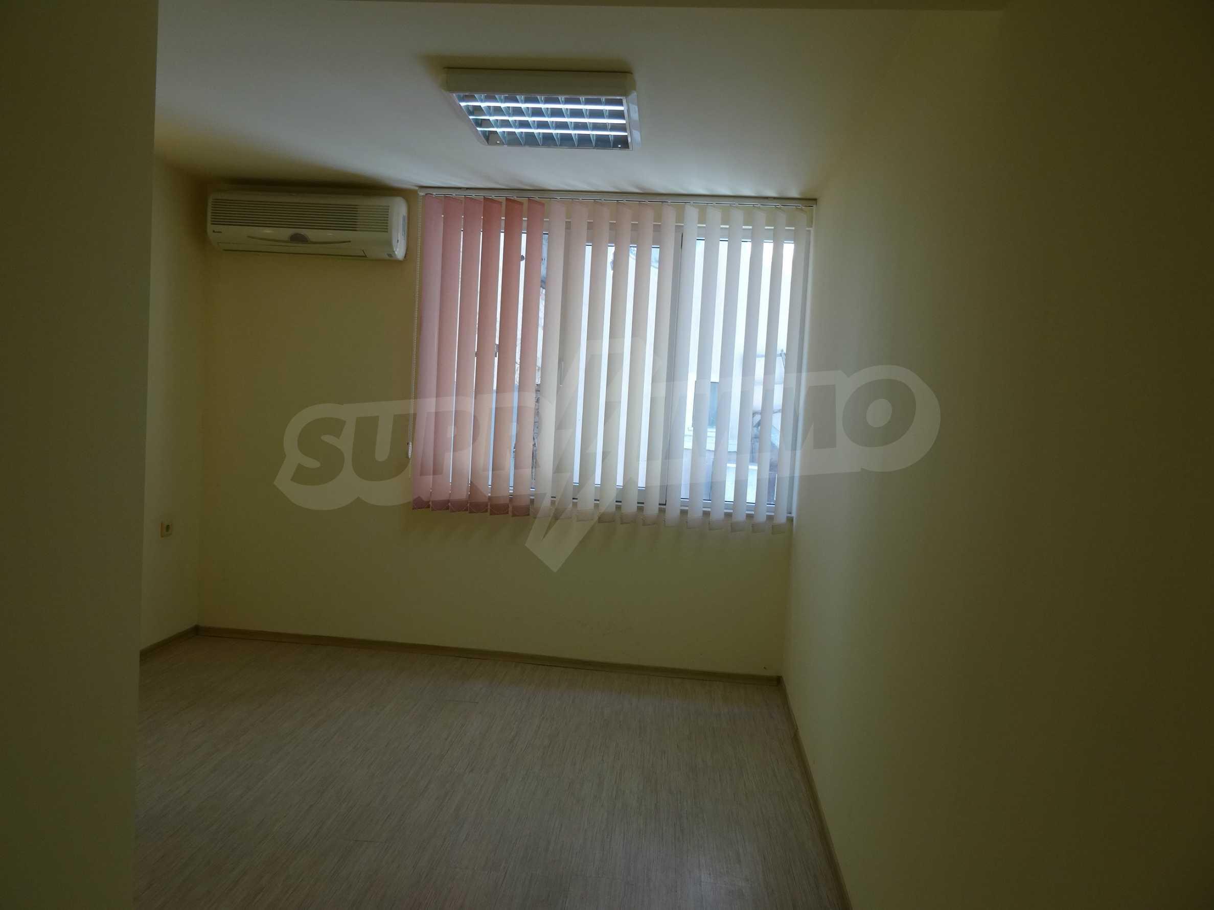 Апартамент/офис в идеален център на самата пешеходна улица Княз Борис I 2