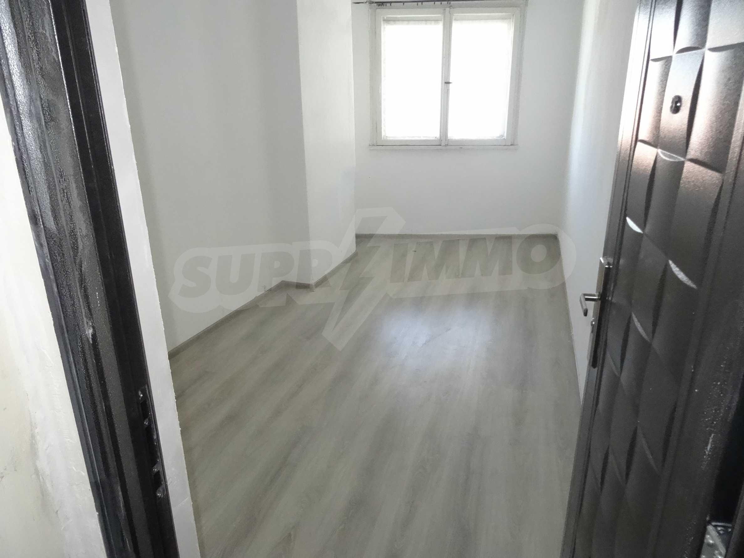 Апартамент/офис в идеален център на самата пешеходна улица Княз Борис I 21