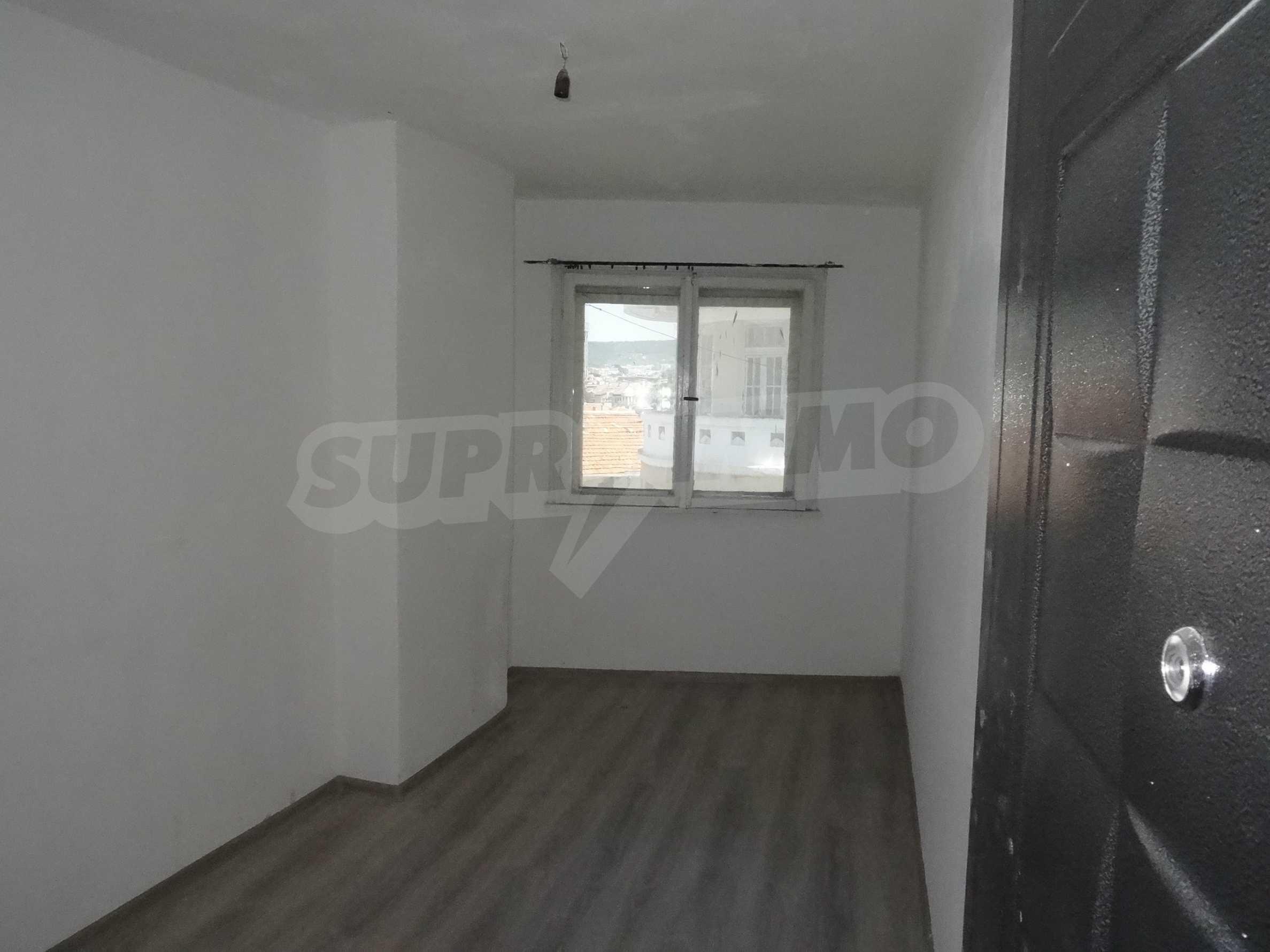 Апартамент/офис в идеален център на самата пешеходна улица Княз Борис I 22