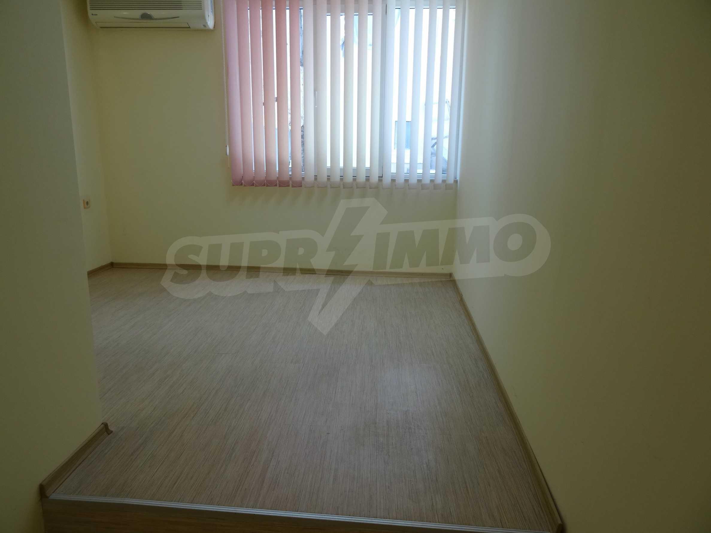 Апартамент/офис в идеален център на самата пешеходна улица Княз Борис I 4
