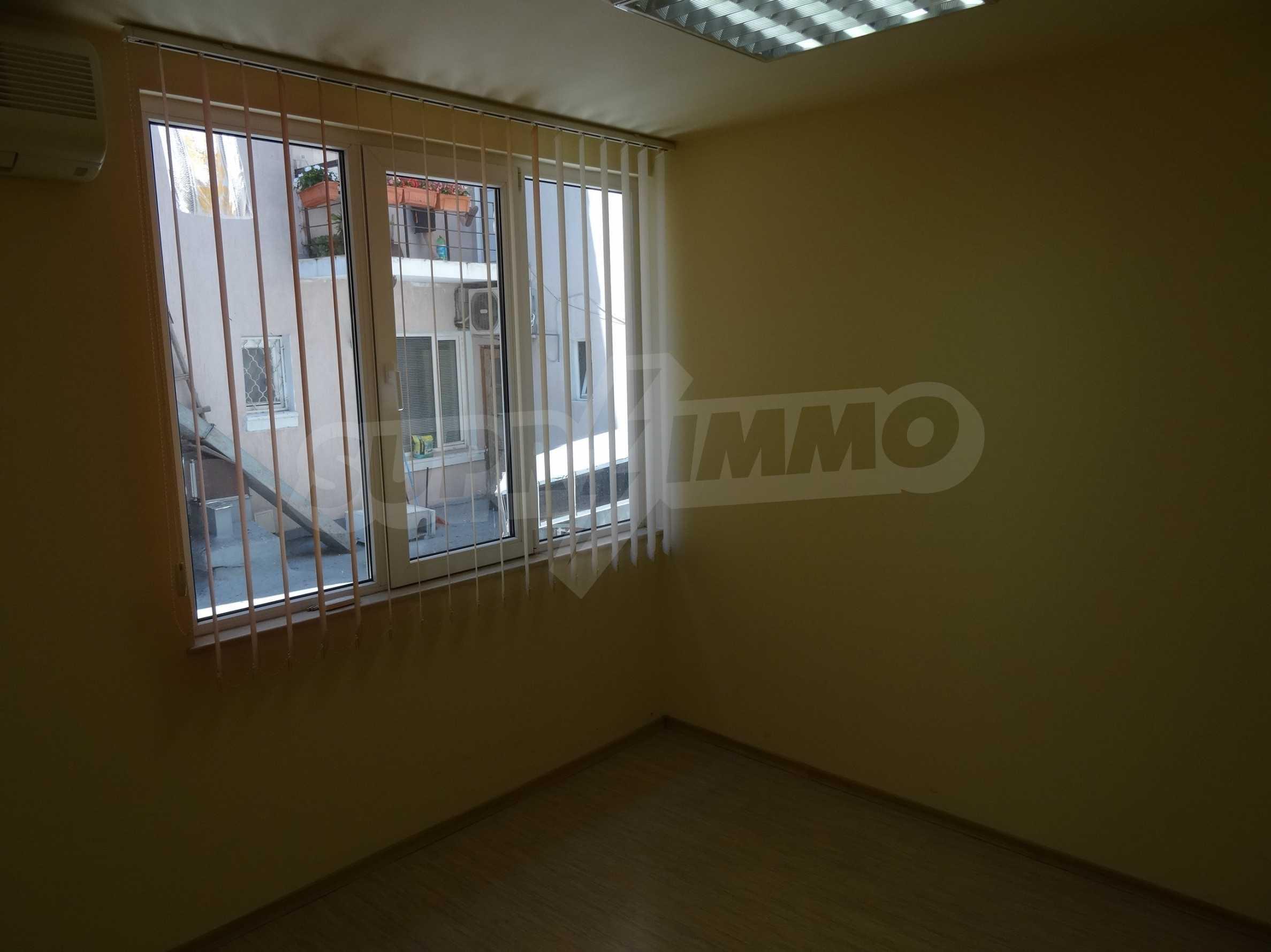 Апартамент/офис в идеален център на самата пешеходна улица Княз Борис I 5