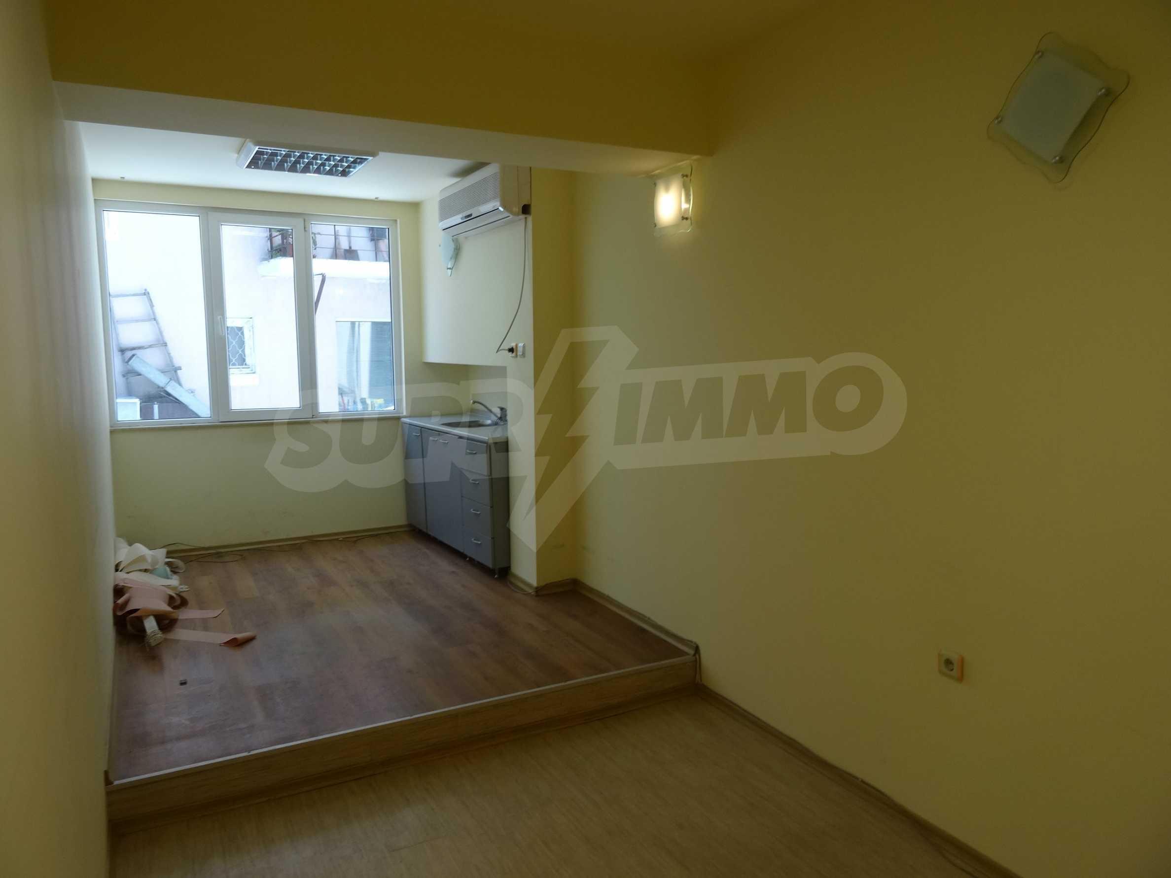 Апартамент/офис в идеален център на самата пешеходна улица Княз Борис I 6