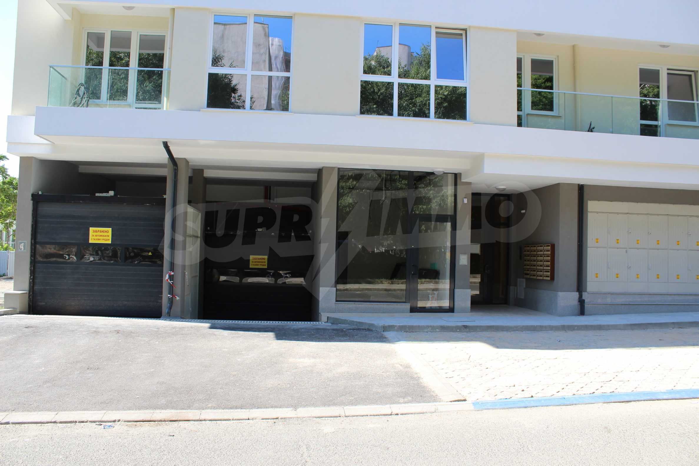 Магазини в модерна сграда в Бургас 8