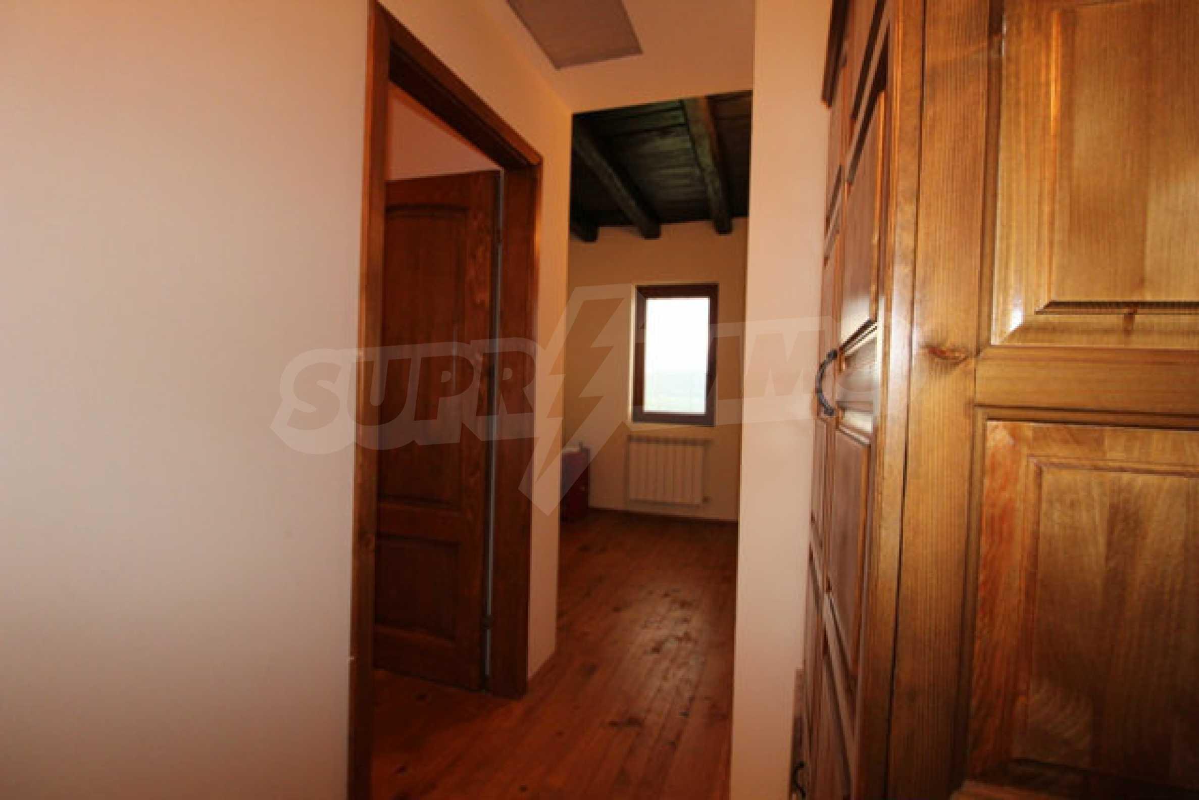 Реновирана двуетажна къща с двор само на 13 км от град Ловеч 14
