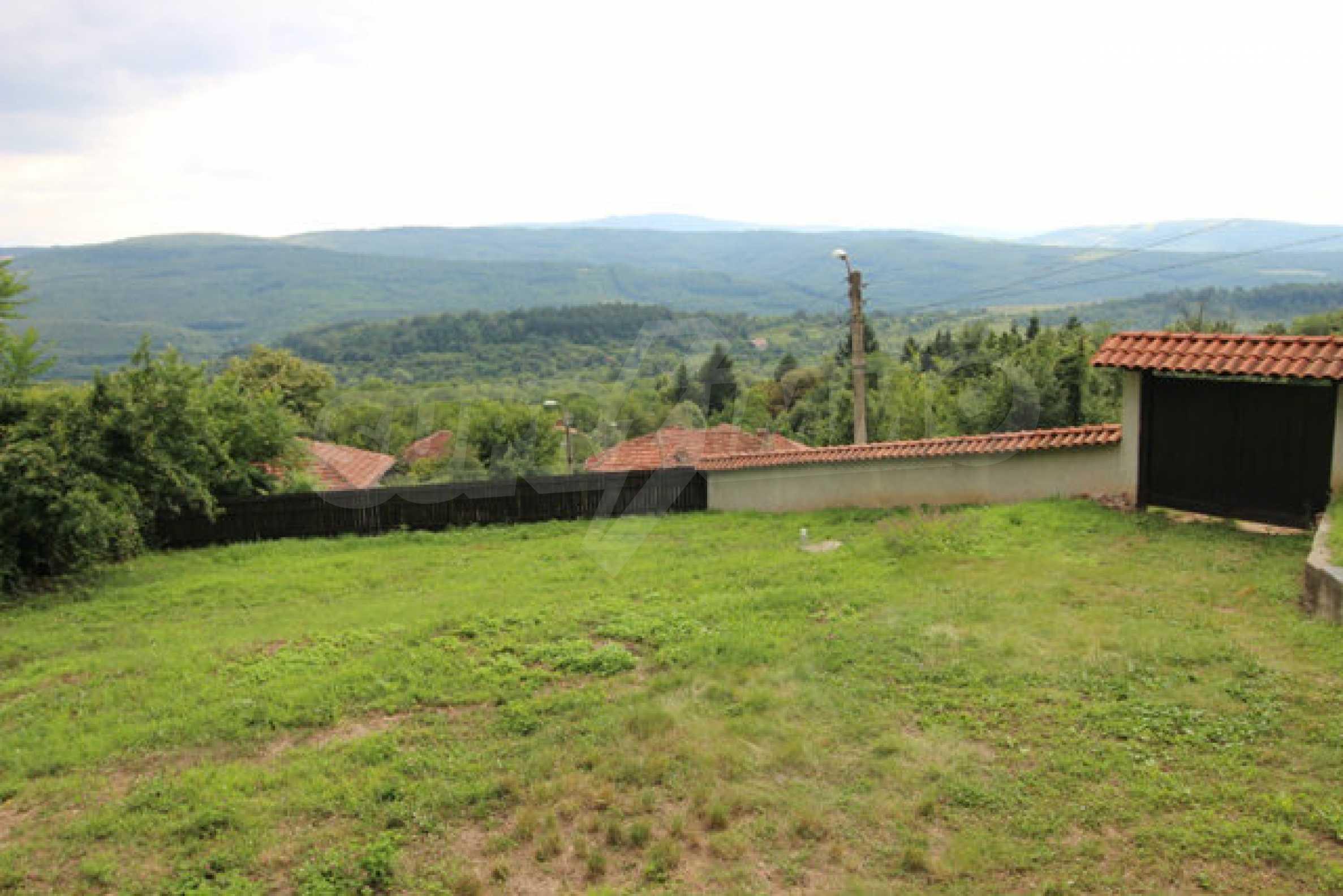 Реновирана двуетажна къща с двор само на 13 км от град Ловеч 1