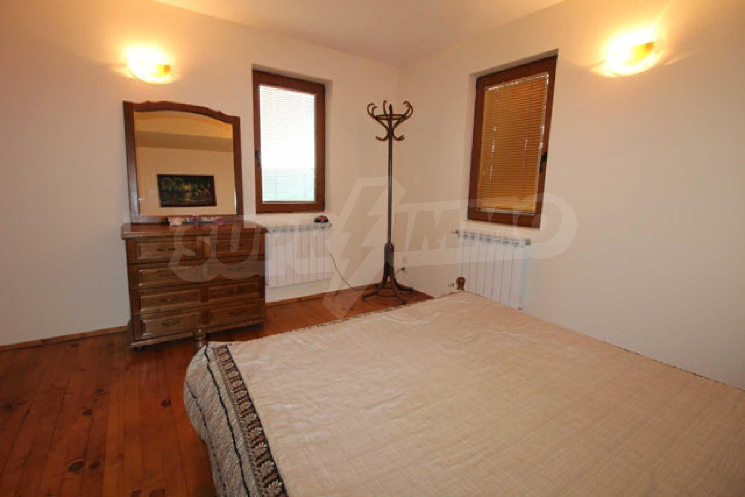 Реновирана двуетажна къща с двор само на 13 км от град Ловеч 22