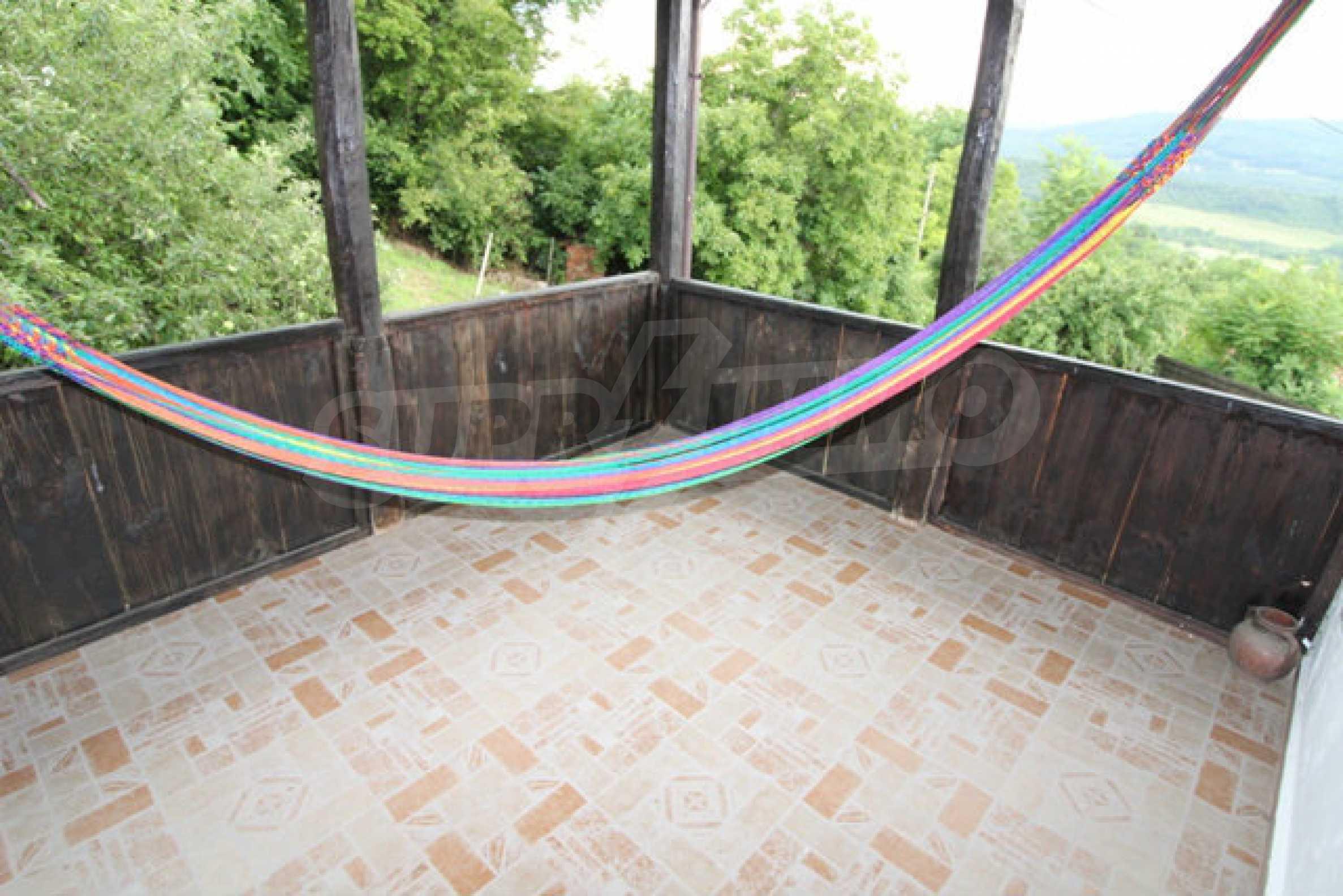 Реновирана двуетажна къща с двор само на 13 км от град Ловеч 25