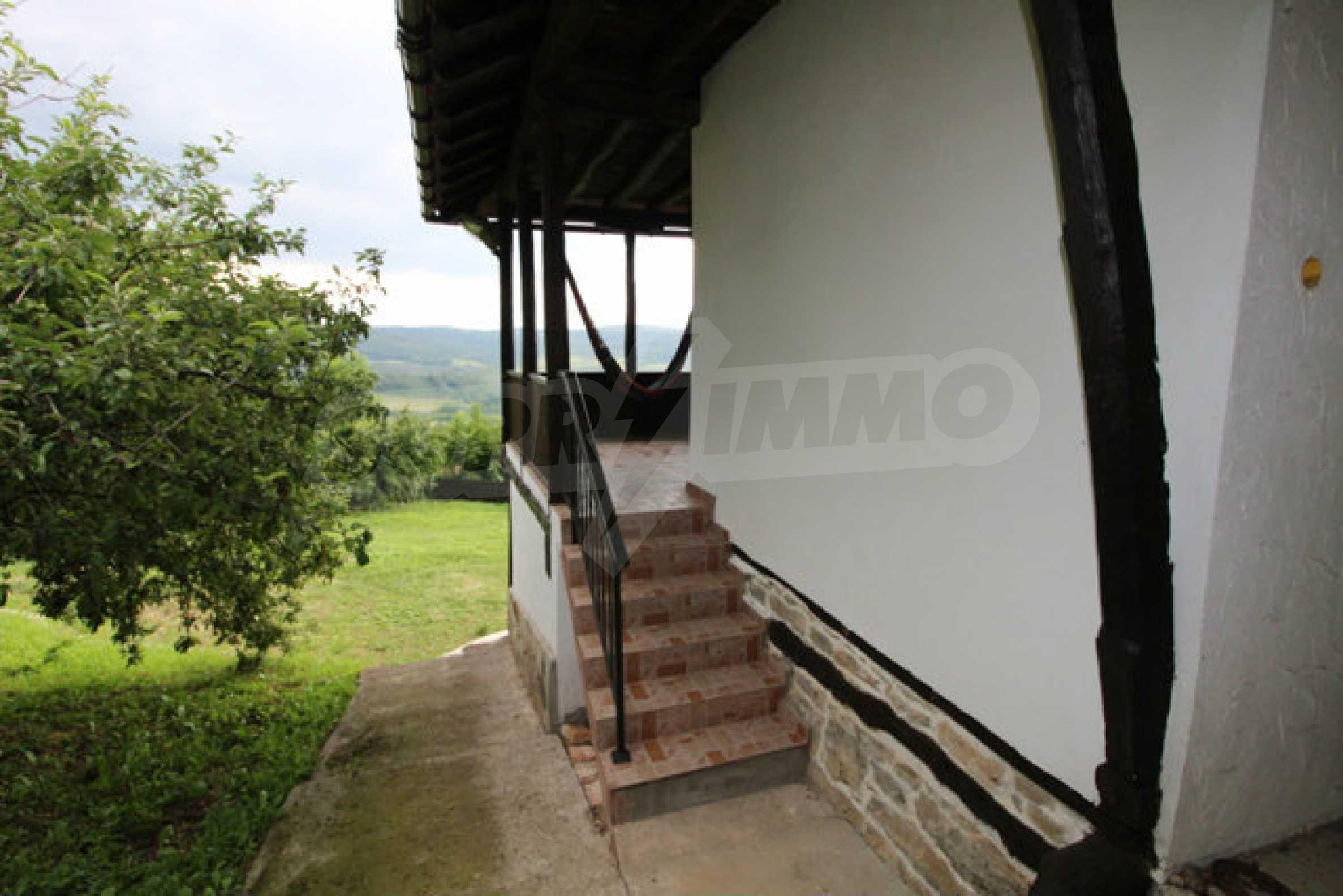 Реновирана двуетажна къща с двор само на 13 км от град Ловеч 2