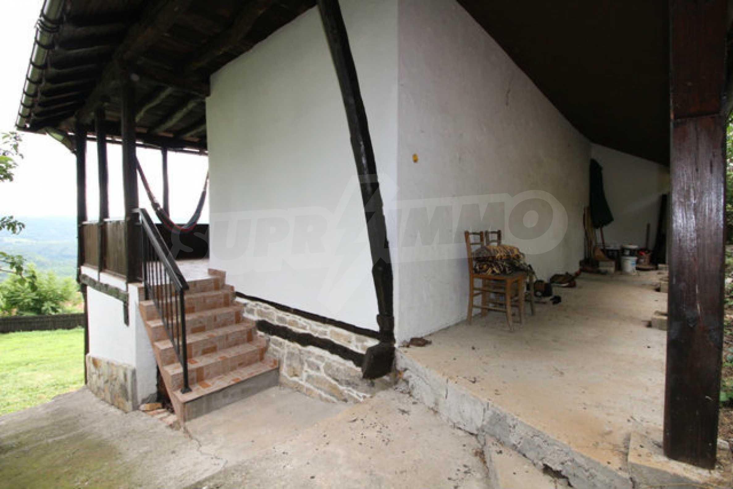 Реновирана двуетажна къща с двор само на 13 км от град Ловеч 3