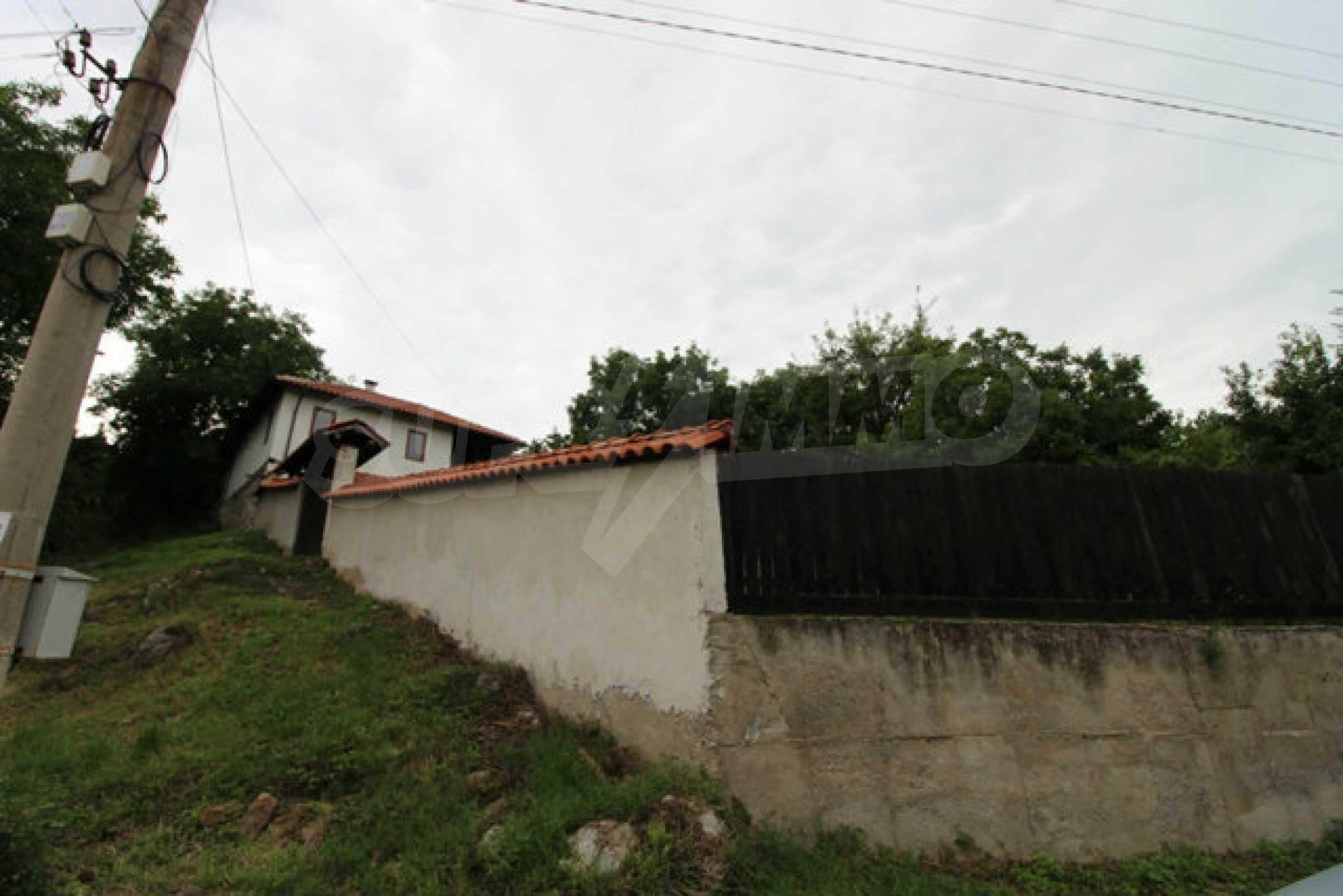 Реновирана двуетажна къща с двор само на 13 км от град Ловеч 46