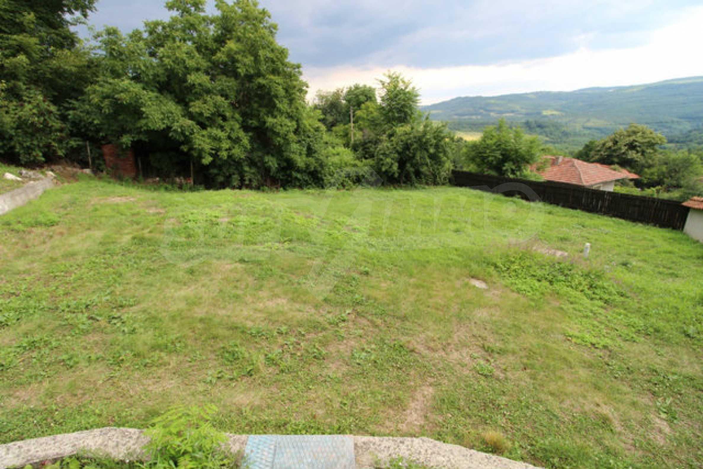 Реновирана двуетажна къща с двор само на 13 км от град Ловеч 50