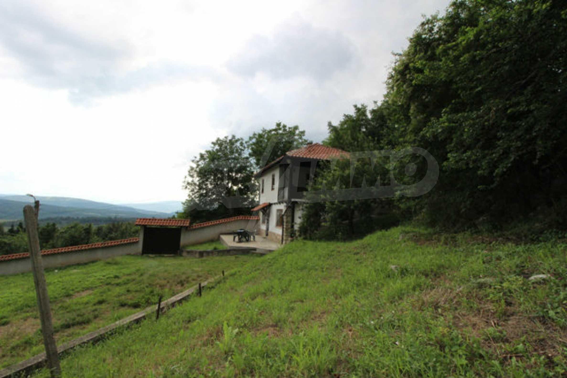 Реновирана двуетажна къща с двор само на 13 км от град Ловеч 52