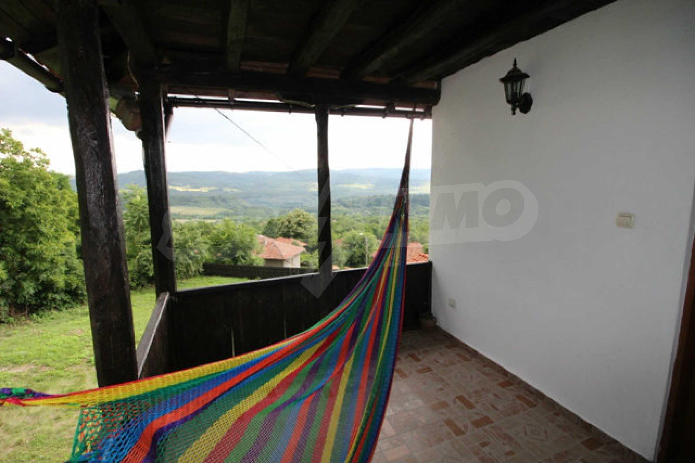 Реновирана двуетажна къща с двор само на 13 км от град Ловеч 5