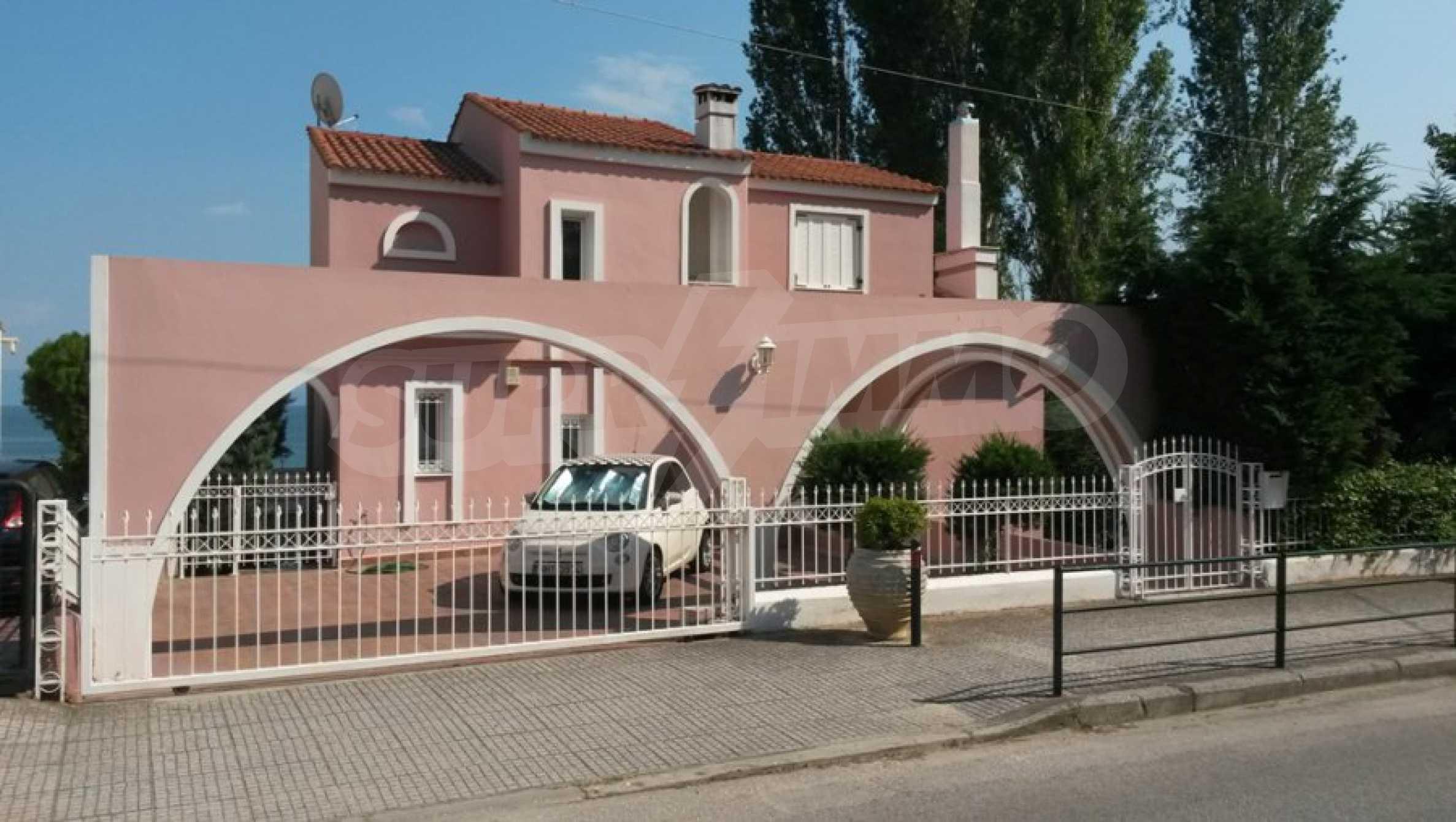 Самостоятелна къща на брега на морето 4